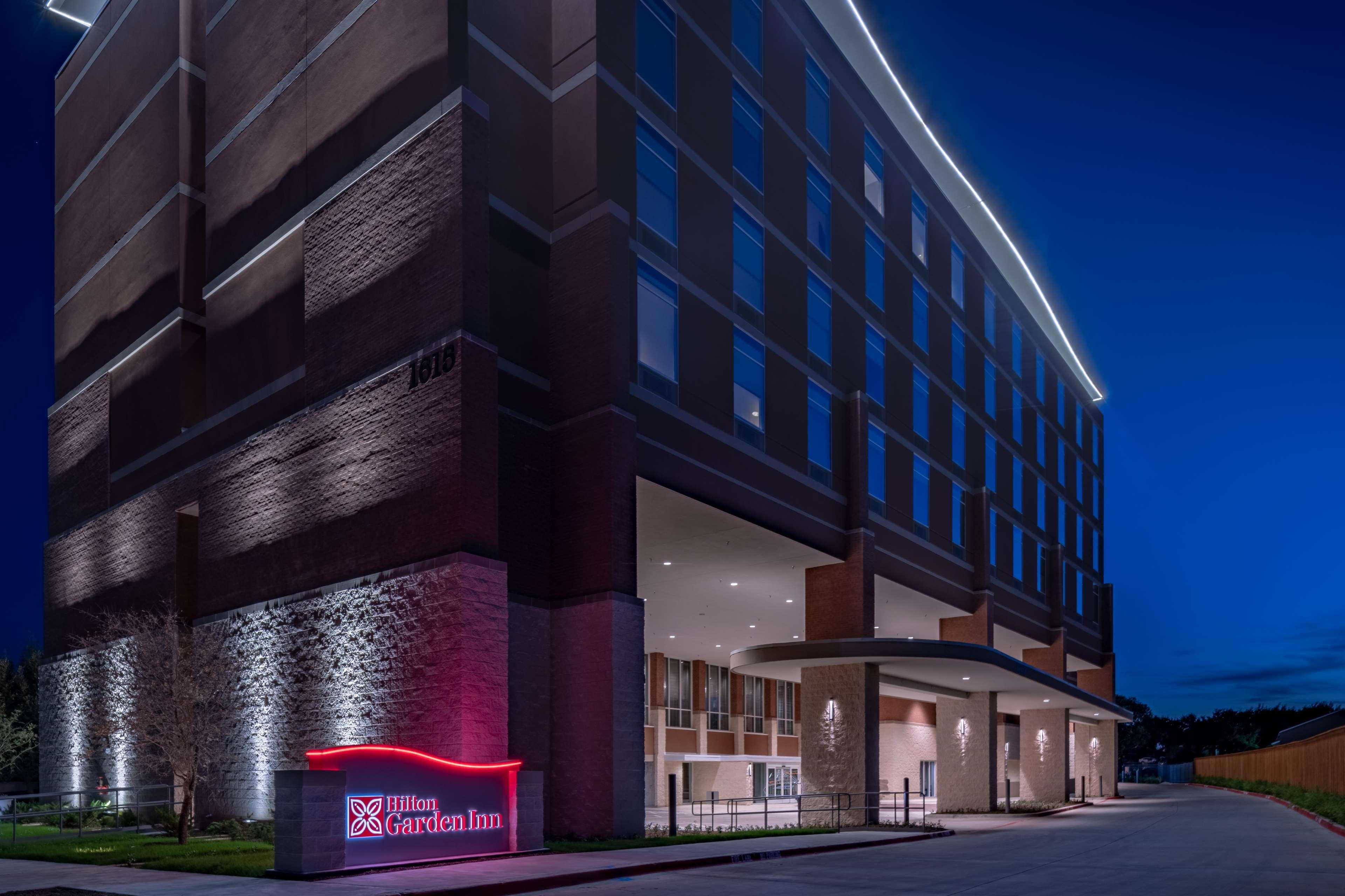 Hilton Garden Inn Dallas at Hurst Conference Center image 2