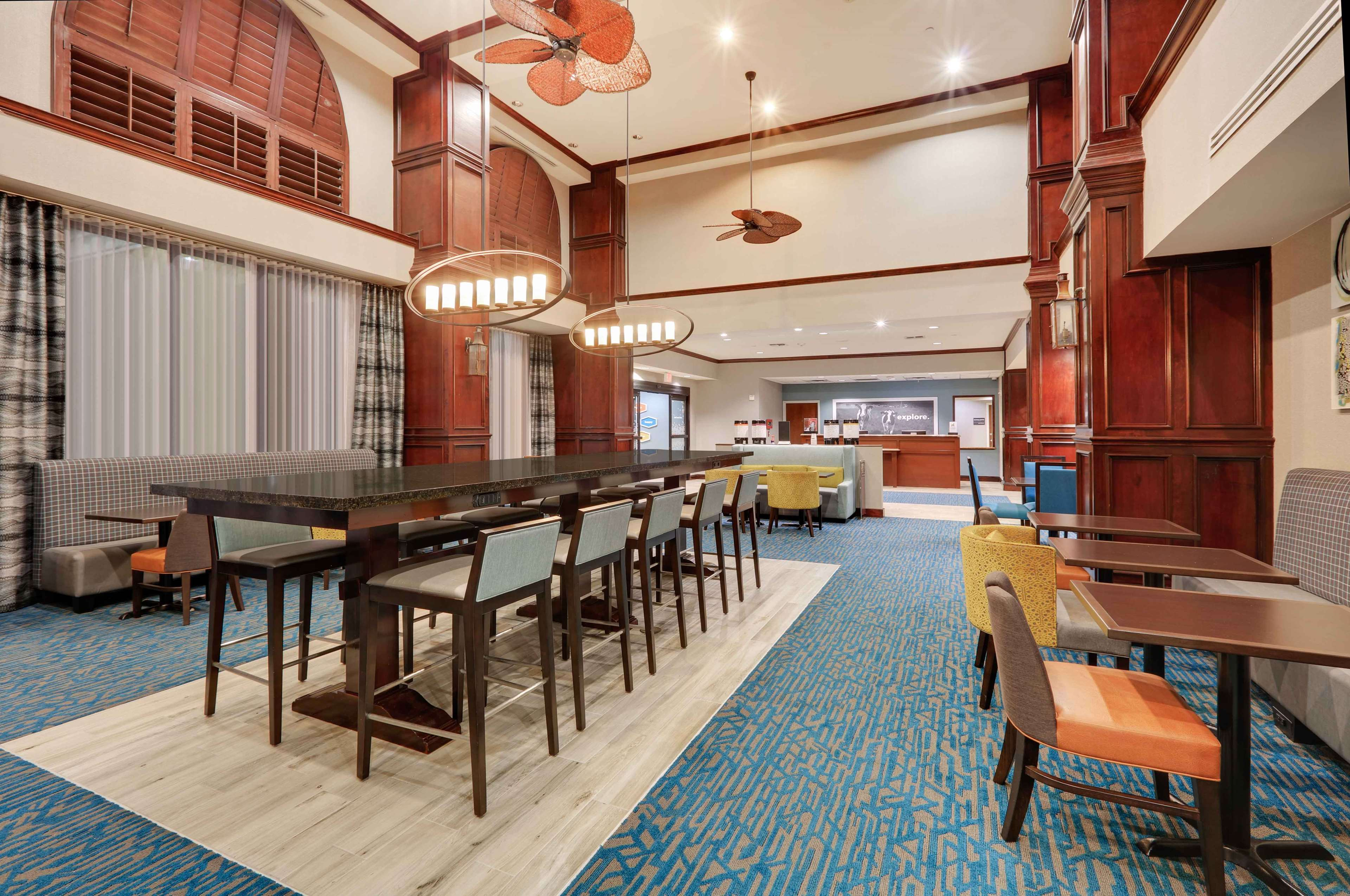 Hampton Inn & Suites Dallas-Arlington-South image 4