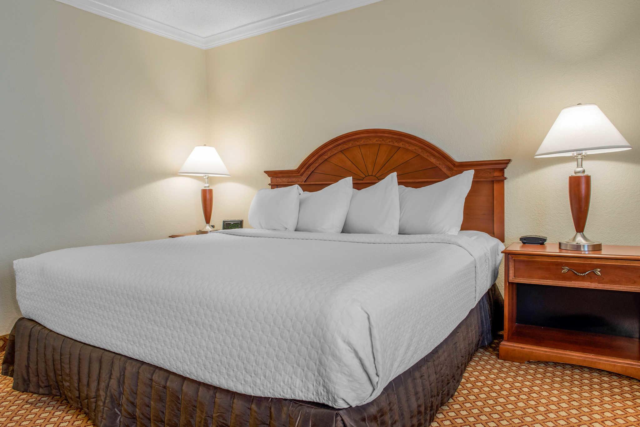 Quality Hotel - Cincinnati Blue Ash image 12