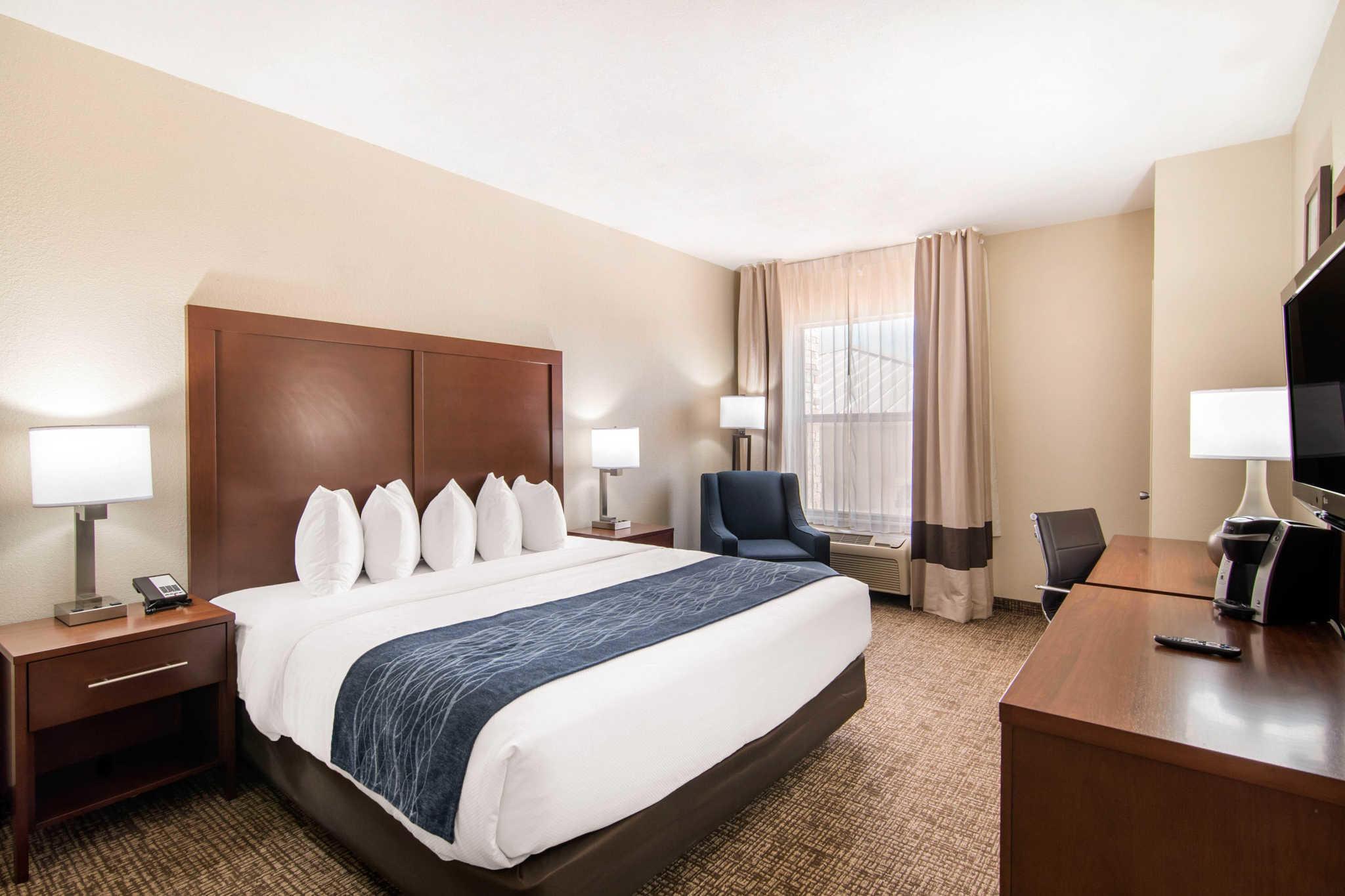 Comfort Inn & Suites Junction City - near Fort Riley image 7