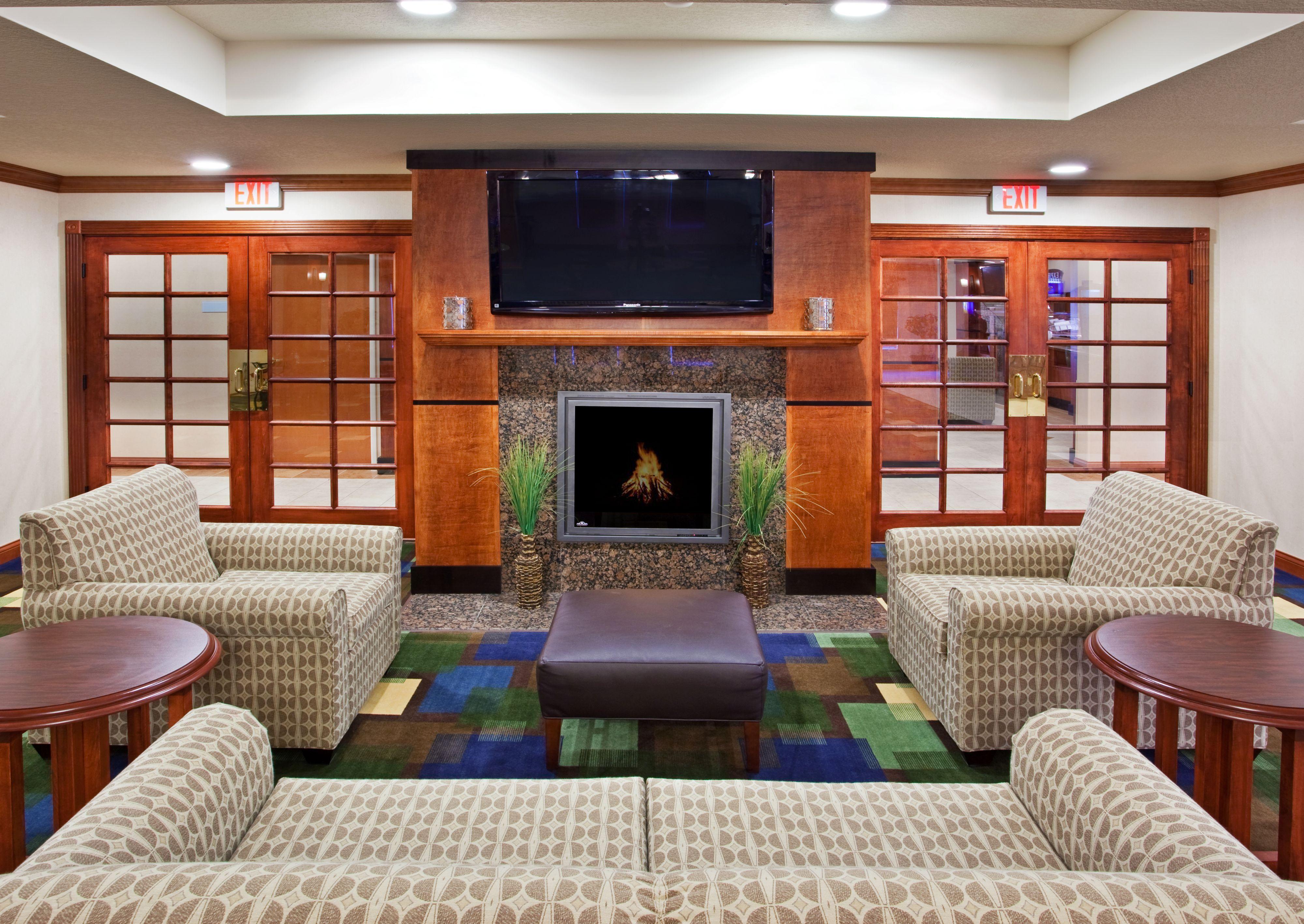 Holiday Inn Express & Suites East Lansing image 7