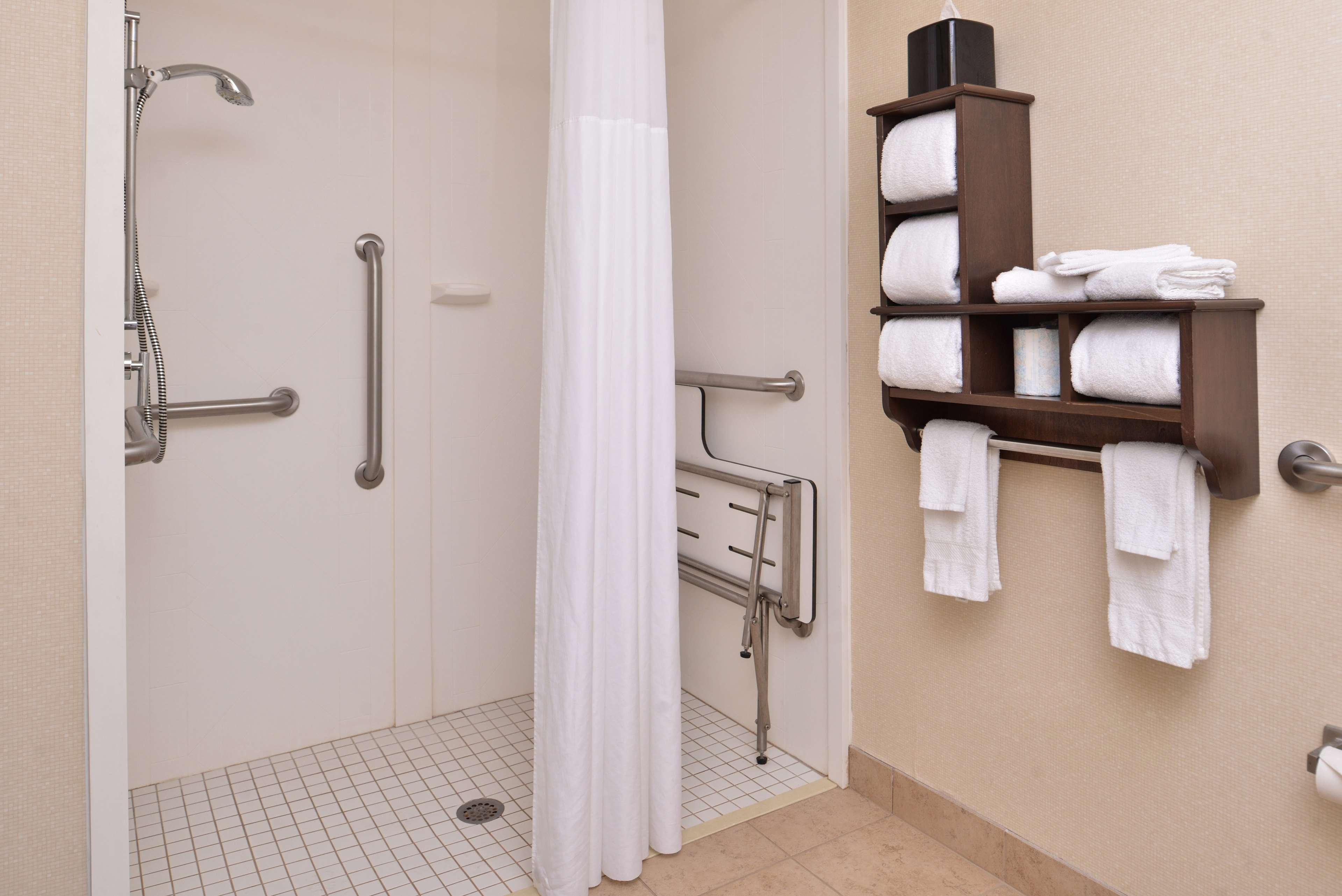 Hampton Inn & Suites Newport News (Oyster Point) image 32