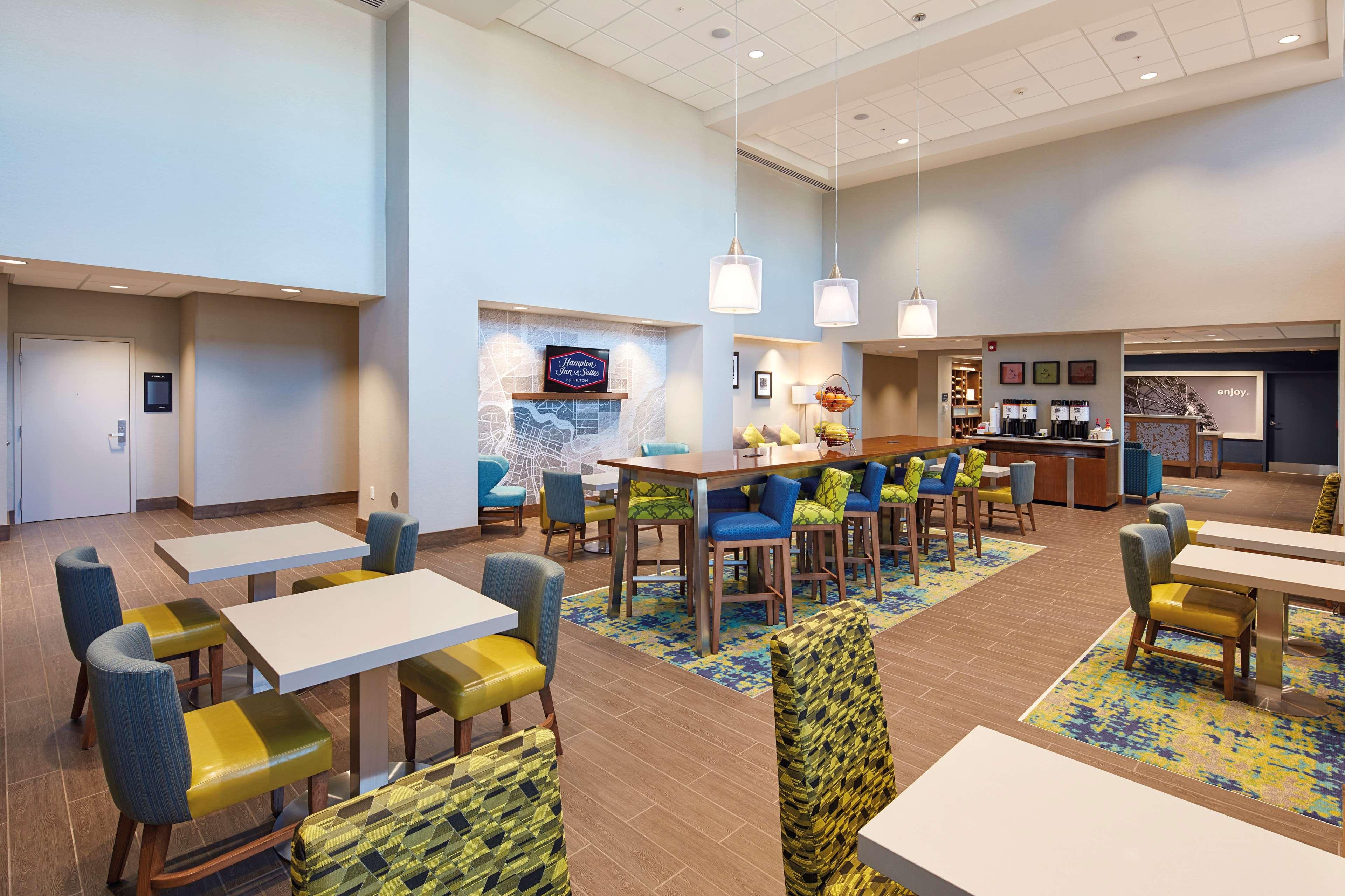 Hampton Inn & Suites Sacramento at CSUS image 5