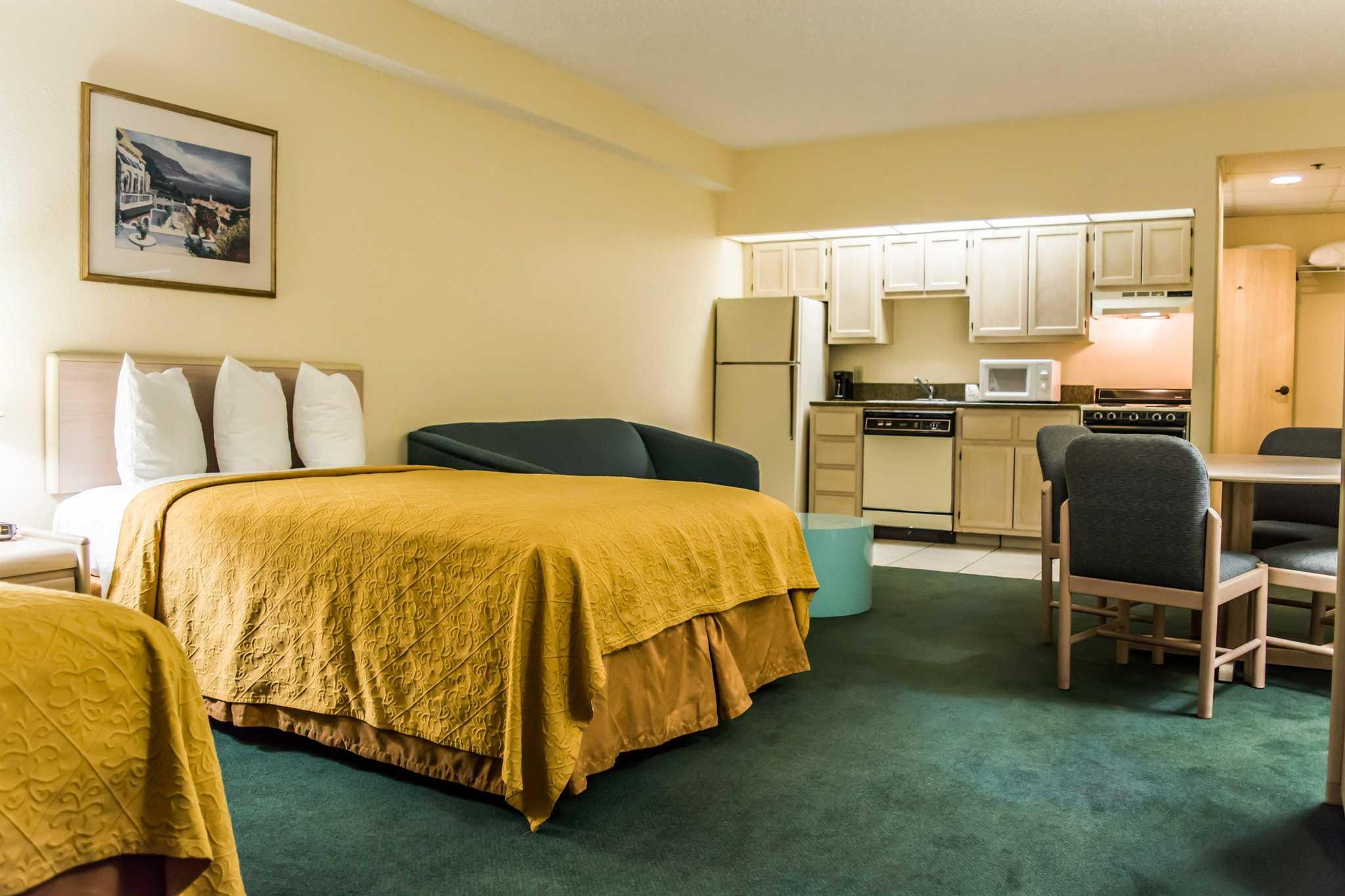 Quality Inn & Suites Golf Resort image 13