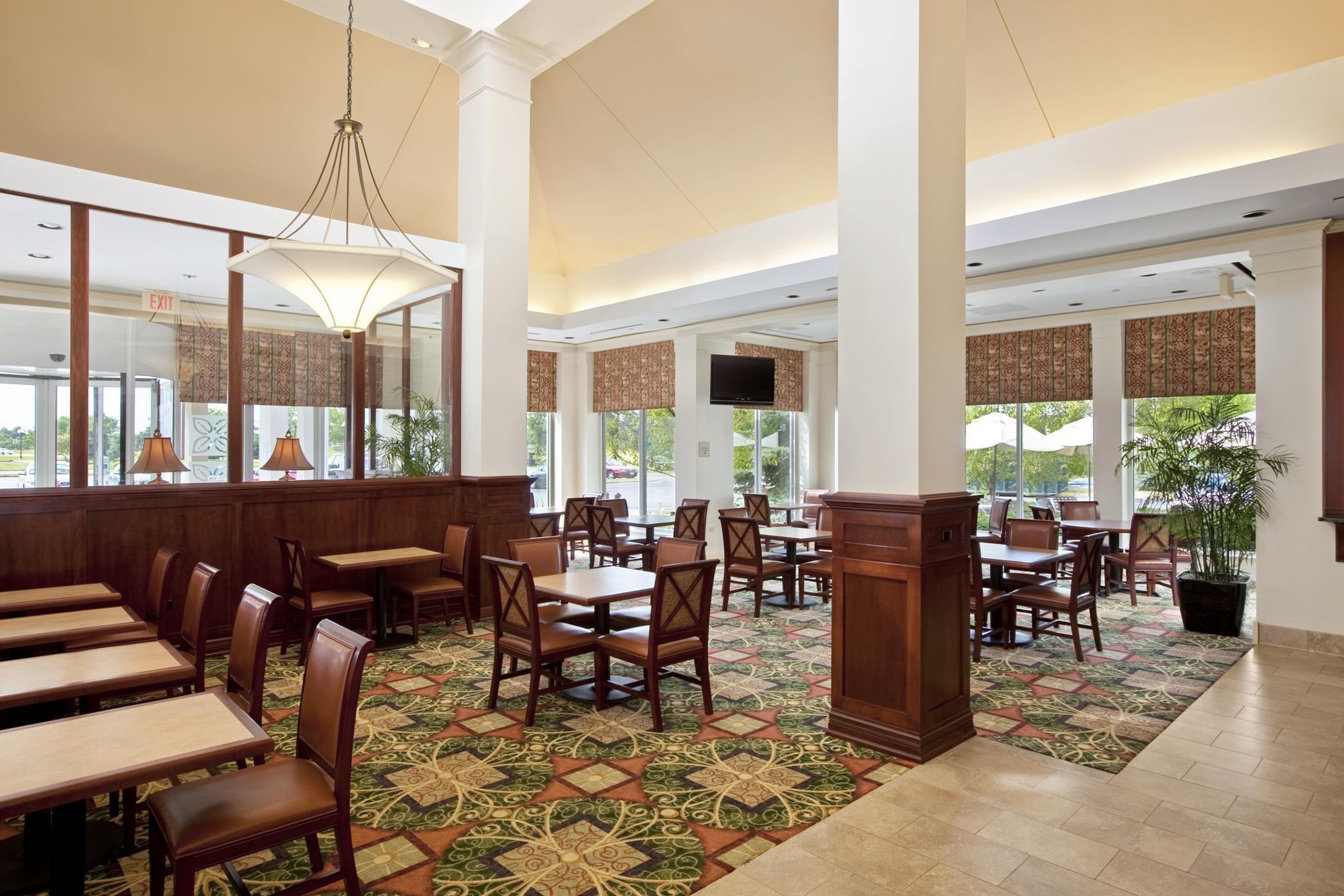 Hilton Garden Inn Chicago/Oakbrook Terrace image 6