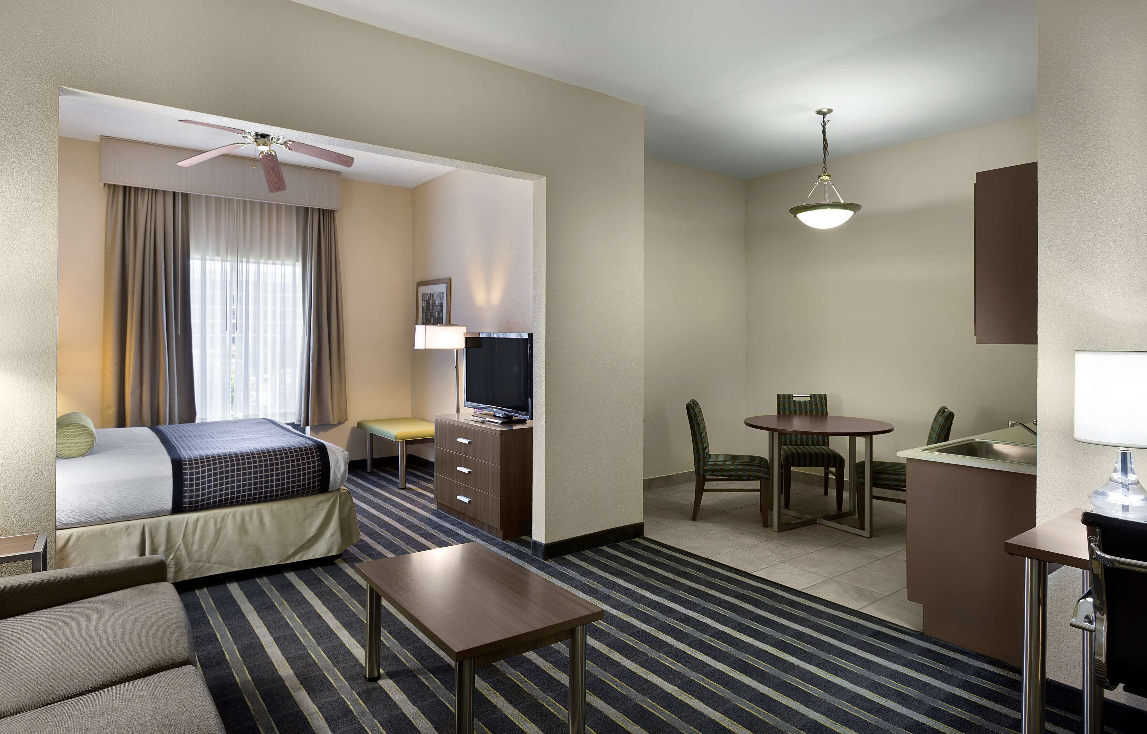 Best Western Plus Hotel & Suites Airport South image 13