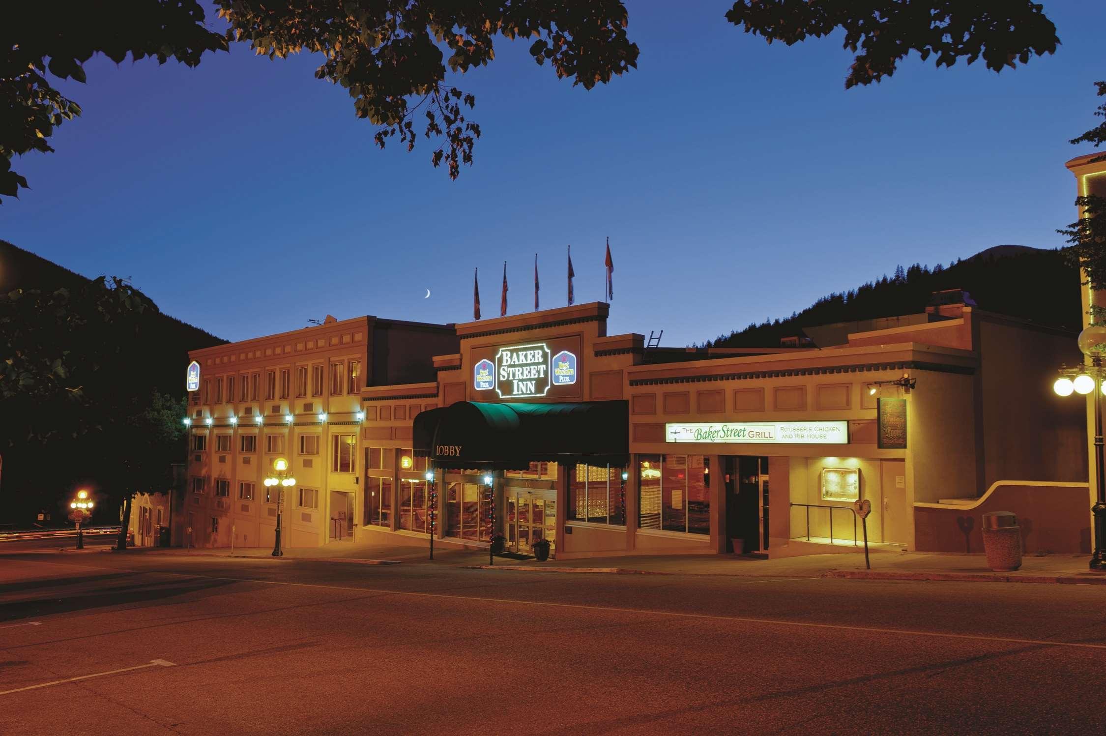 Best Western Plus Baker Street Inn & Convention Centre in Nelson: Moonlit Baker Street