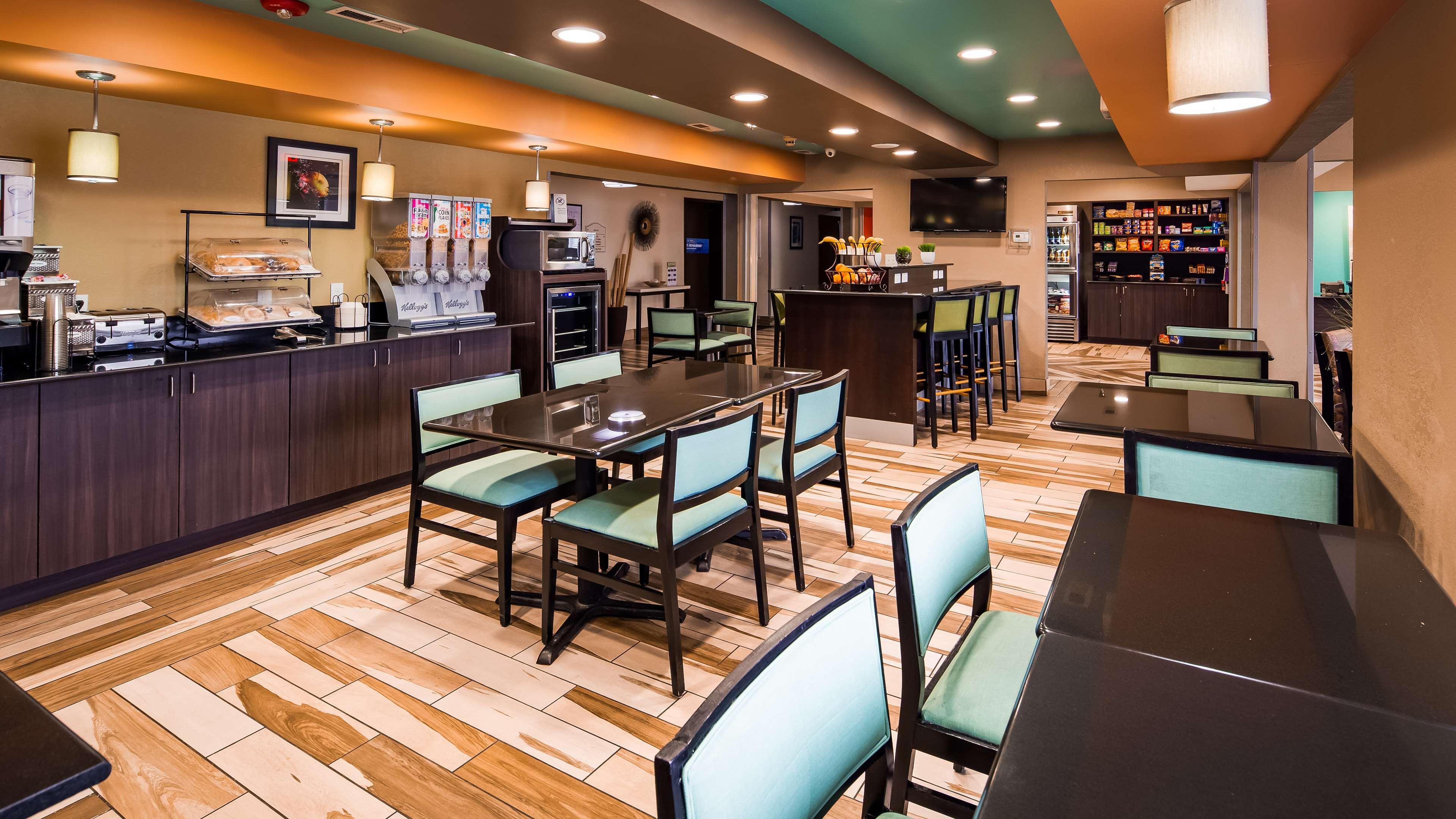 Best Western Plus Elizabeth City Inn & Suites image 4