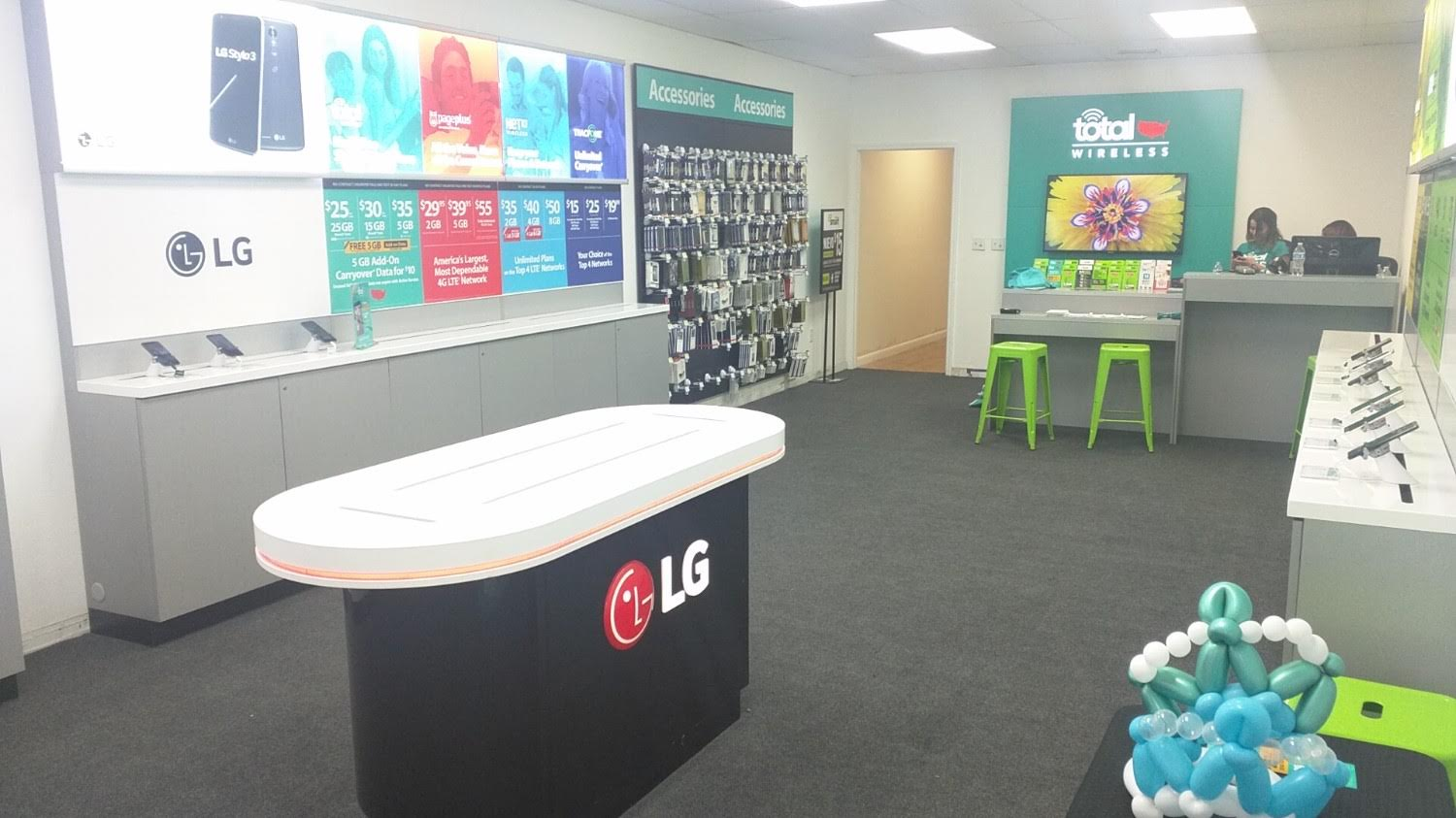 Total Wireless Store - CLOSED image 2
