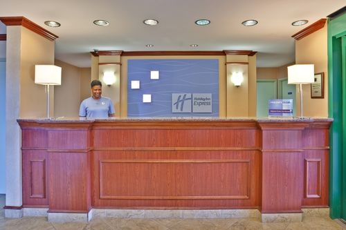 Holiday Inn Express & Suites Olive Branch image 1