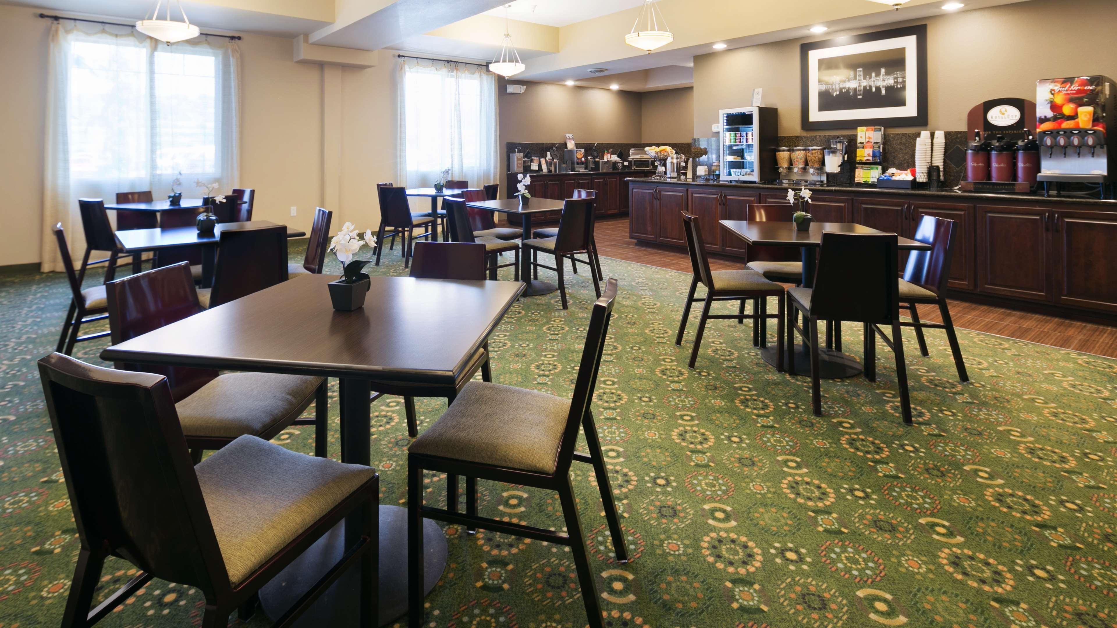Best Western Plus Parkersville Inn & Suites image 11
