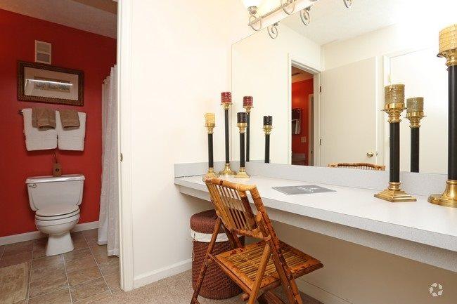 Patchen Oaks Apartments image 2