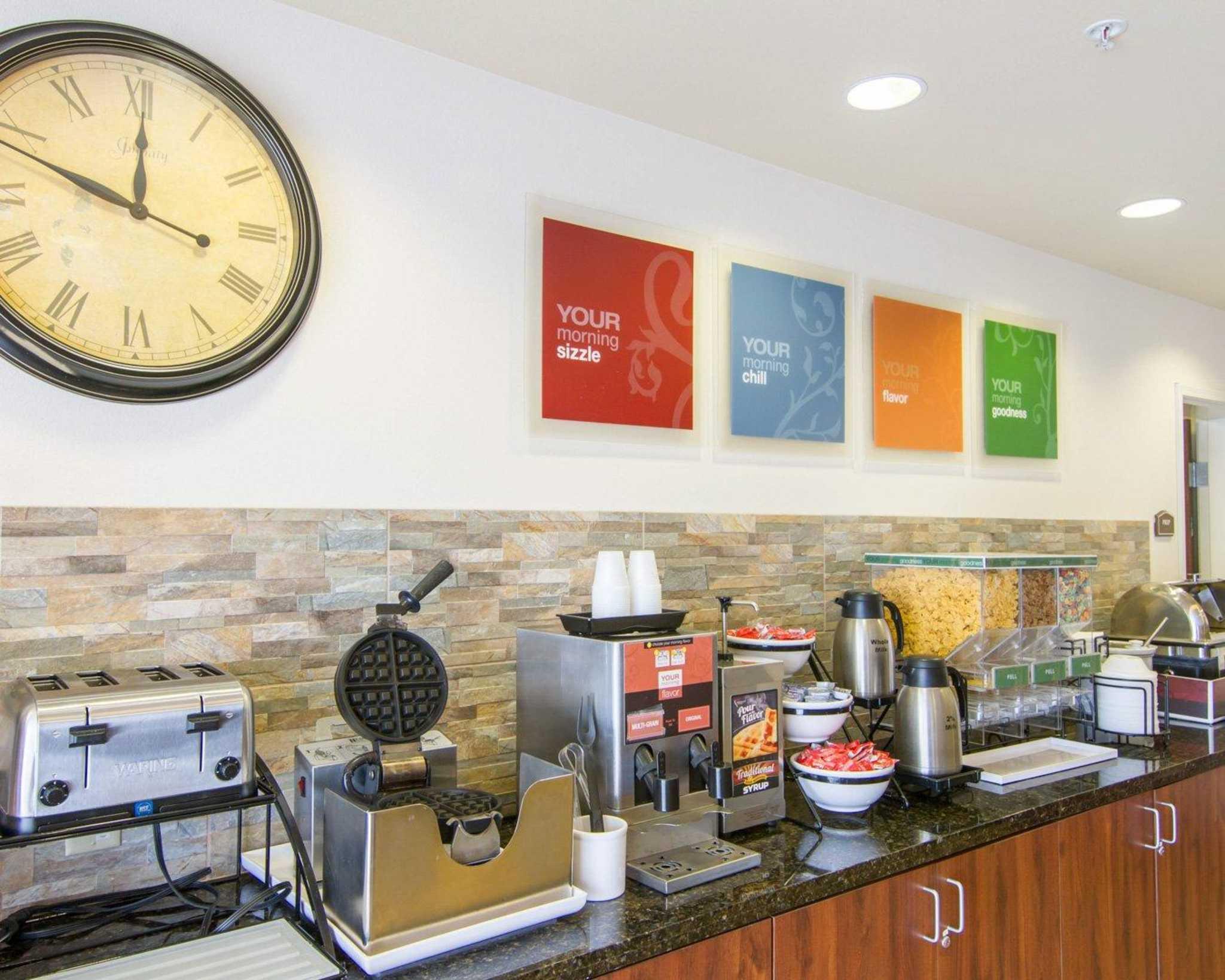 Comfort Inn & Suites Airport image 21