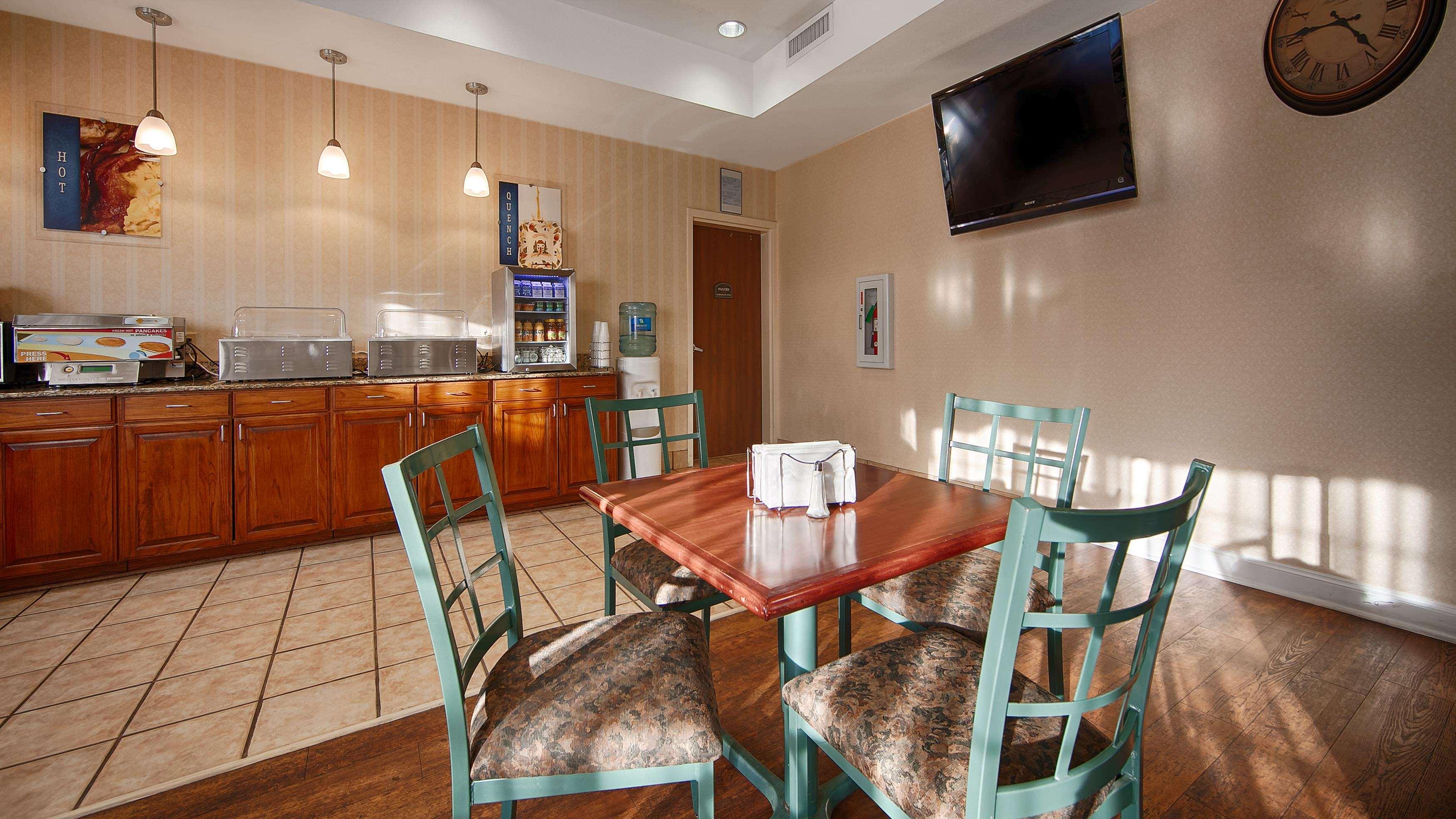 Best Western Plus Executive Hotel & Suites image 13