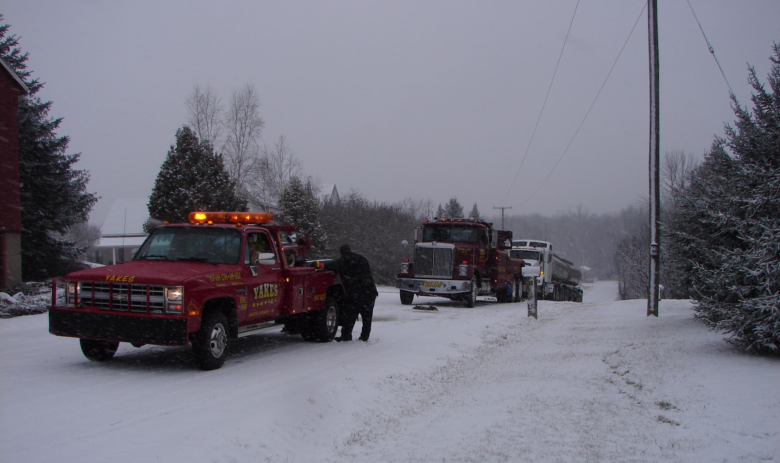 Yakes Towing Service image 3