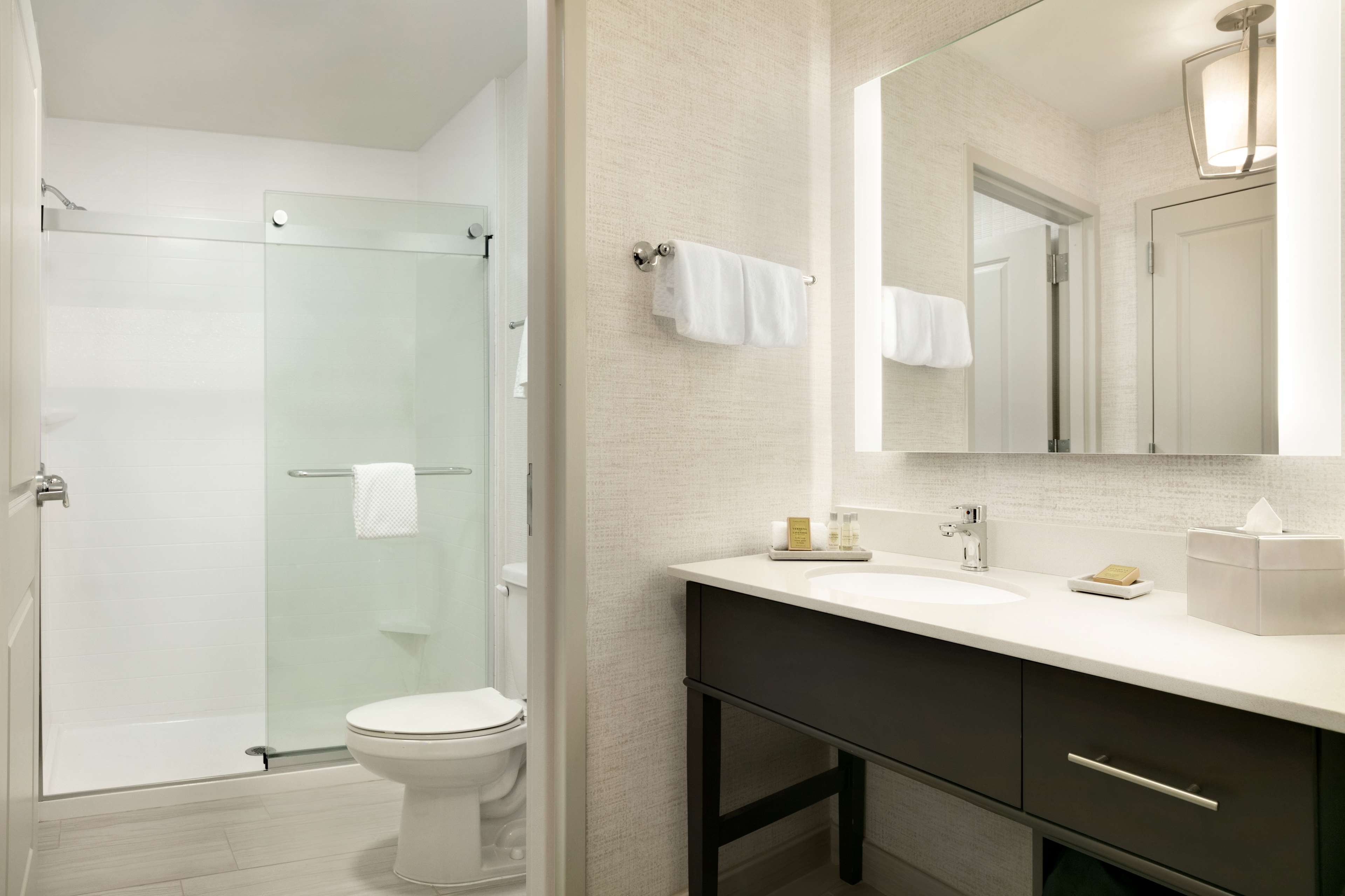 DoubleTree by Hilton McLean Tysons image 12