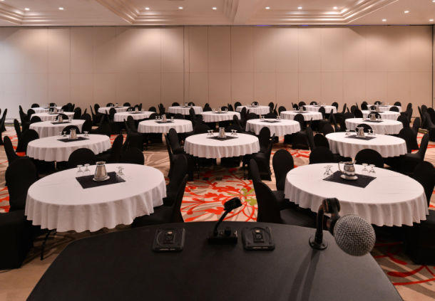 Delta Hotels by Marriott Regina in Regina: Campania Room