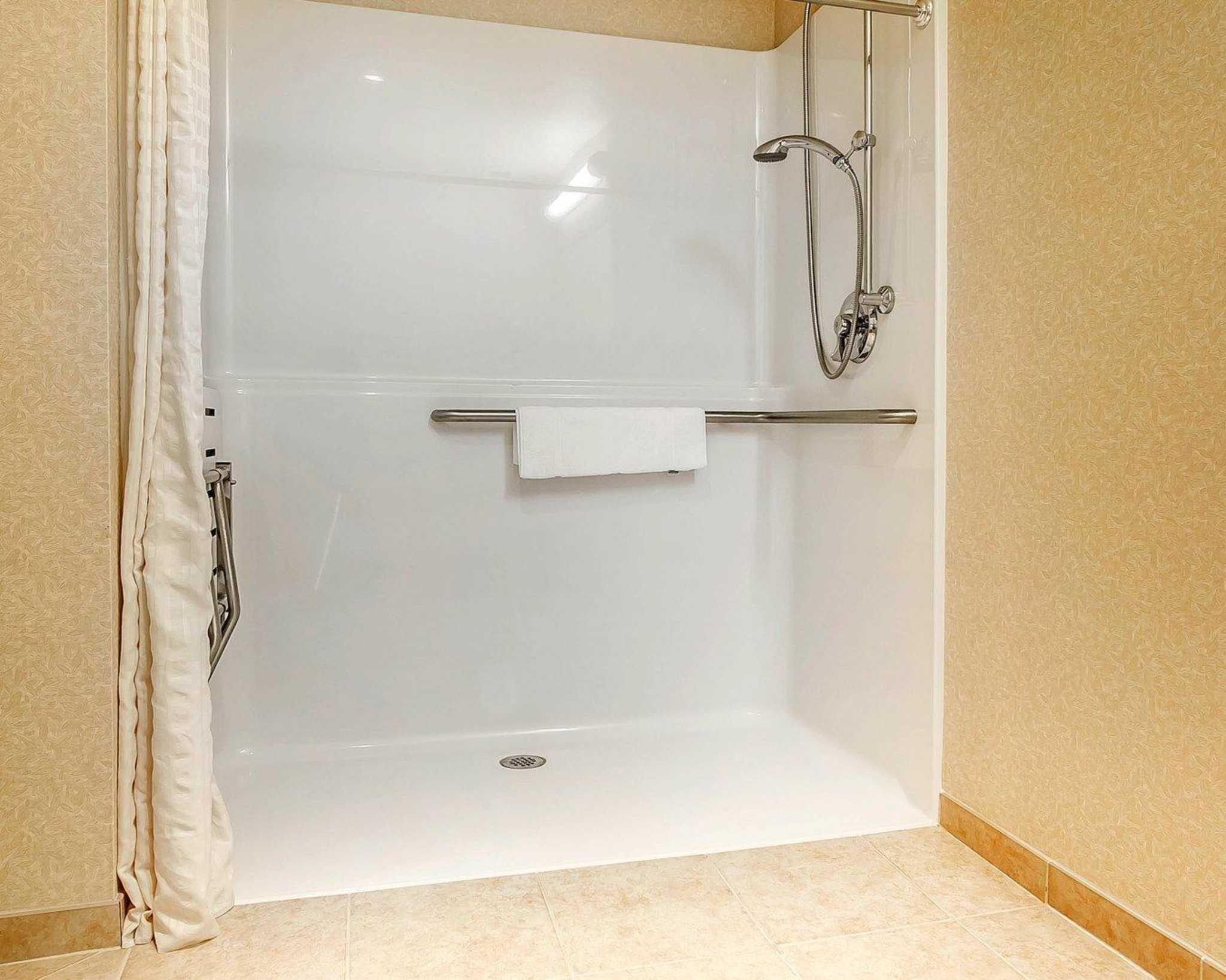 Comfort Inn & Suites image 11