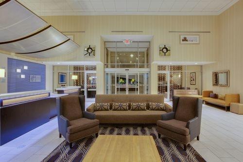 Holiday Inn Express & Suites Laurel image 2