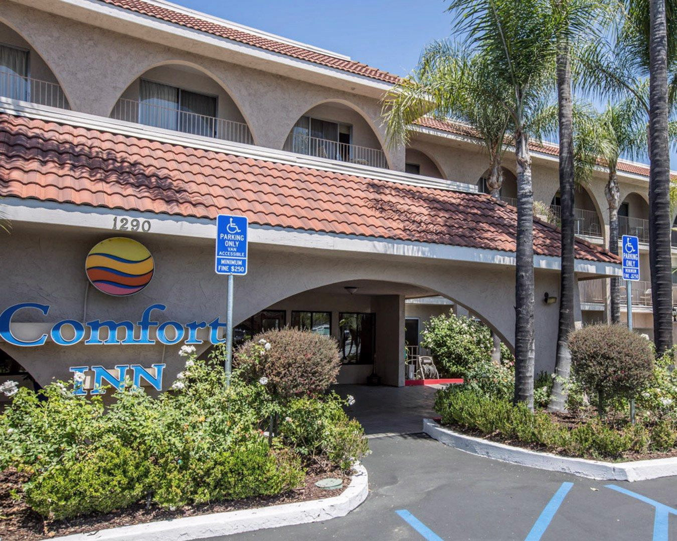 Hotel in CA Escondido 92029 Comfort Inn Escondido San Diego North County 1290 West Valley Parkway  (760)489-1010