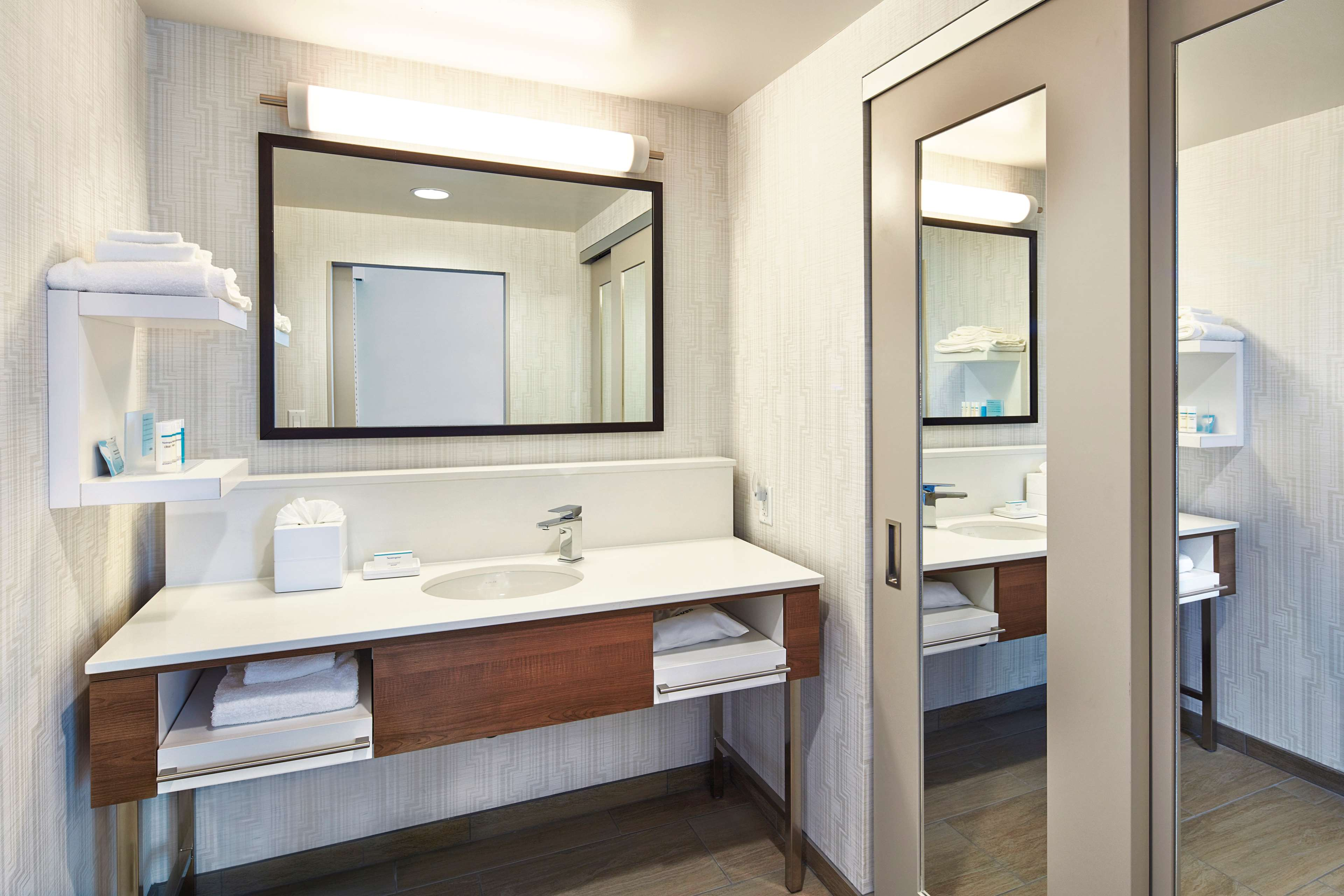 Hampton Inn & Suites Sacramento at CSUS image 41