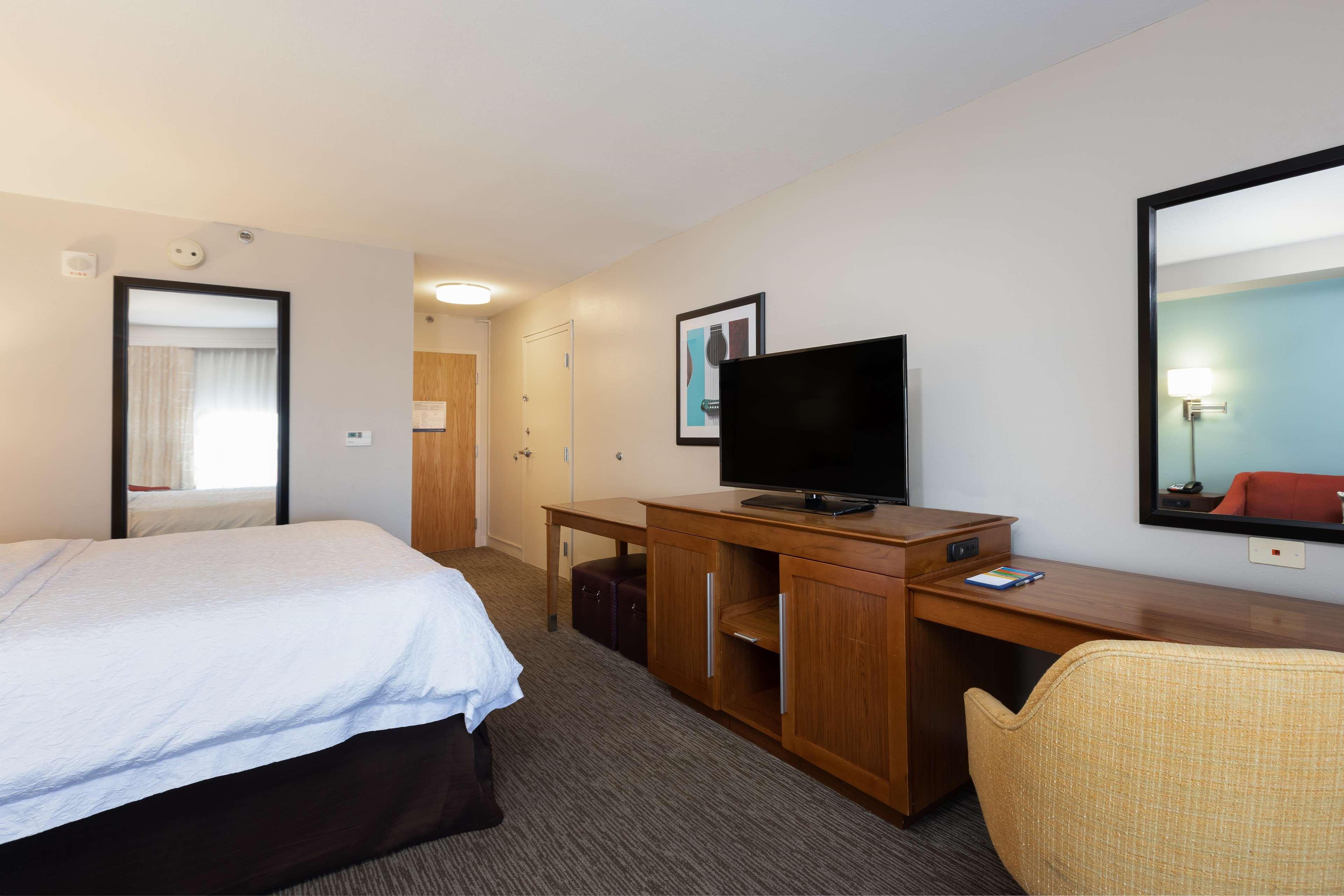 Hampton Inn & Suites Austin-Airport image 42