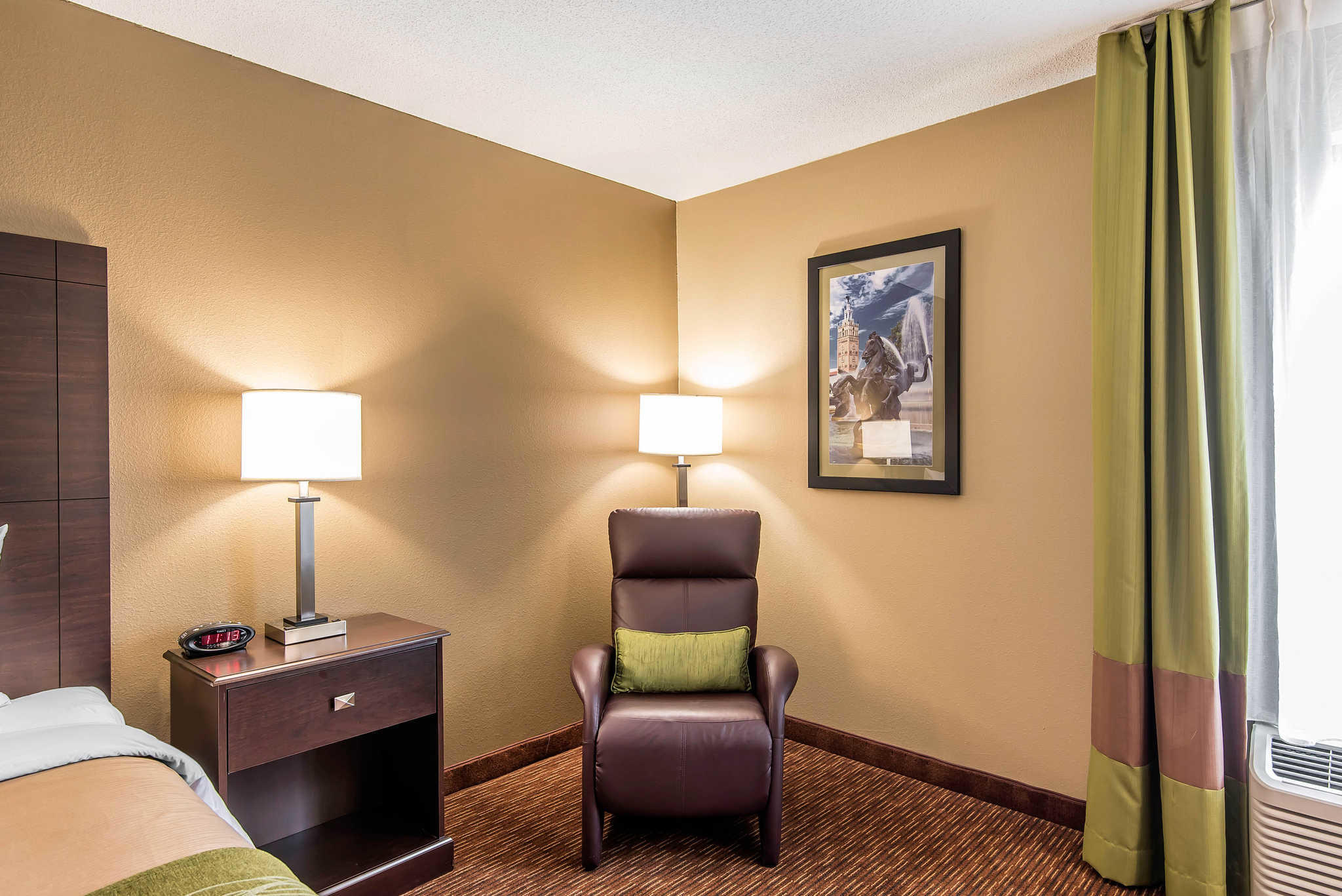 Comfort Inn & Suites Kansas City - Northeast image 11