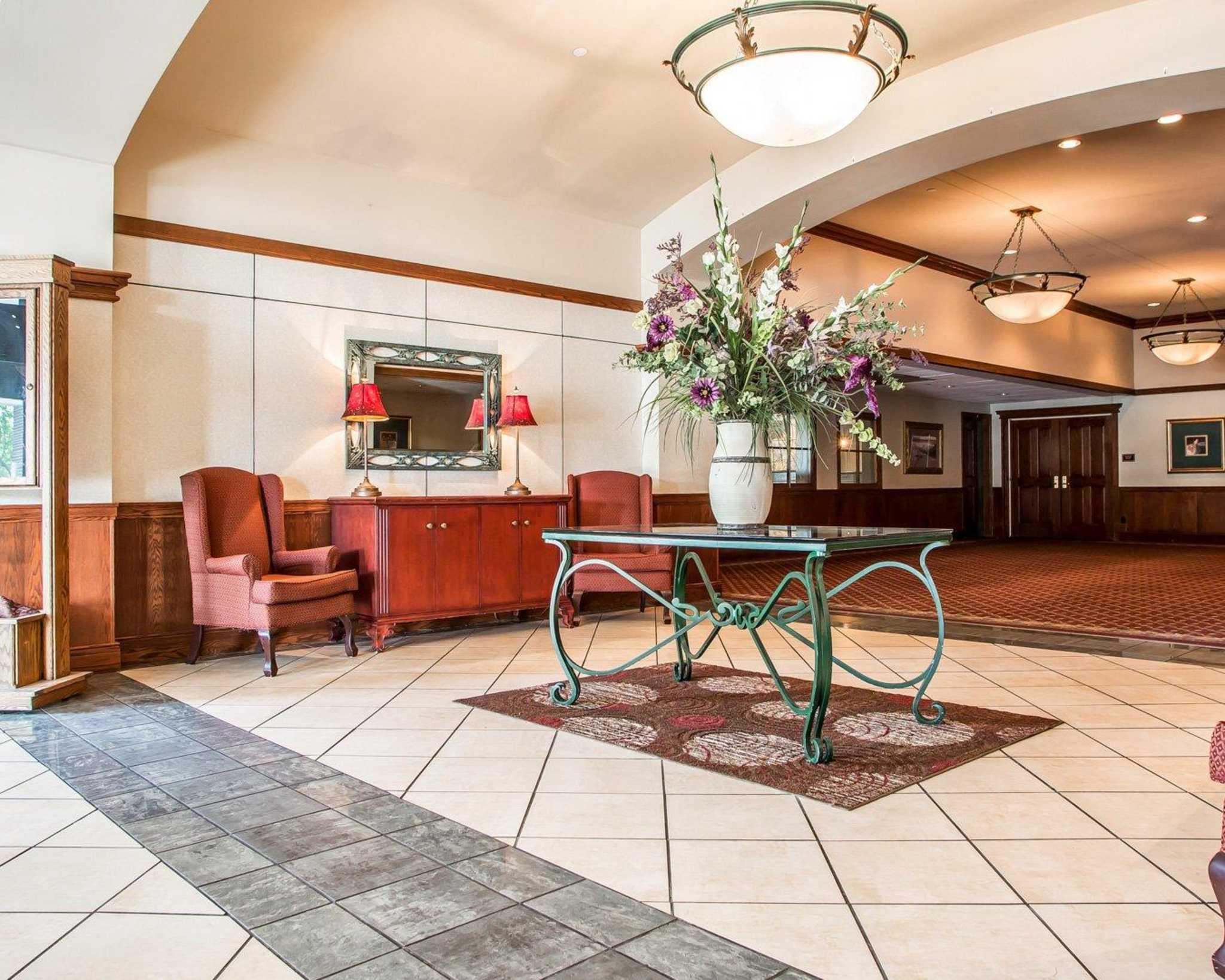 Clarion Hotel Highlander Conference Center image 0