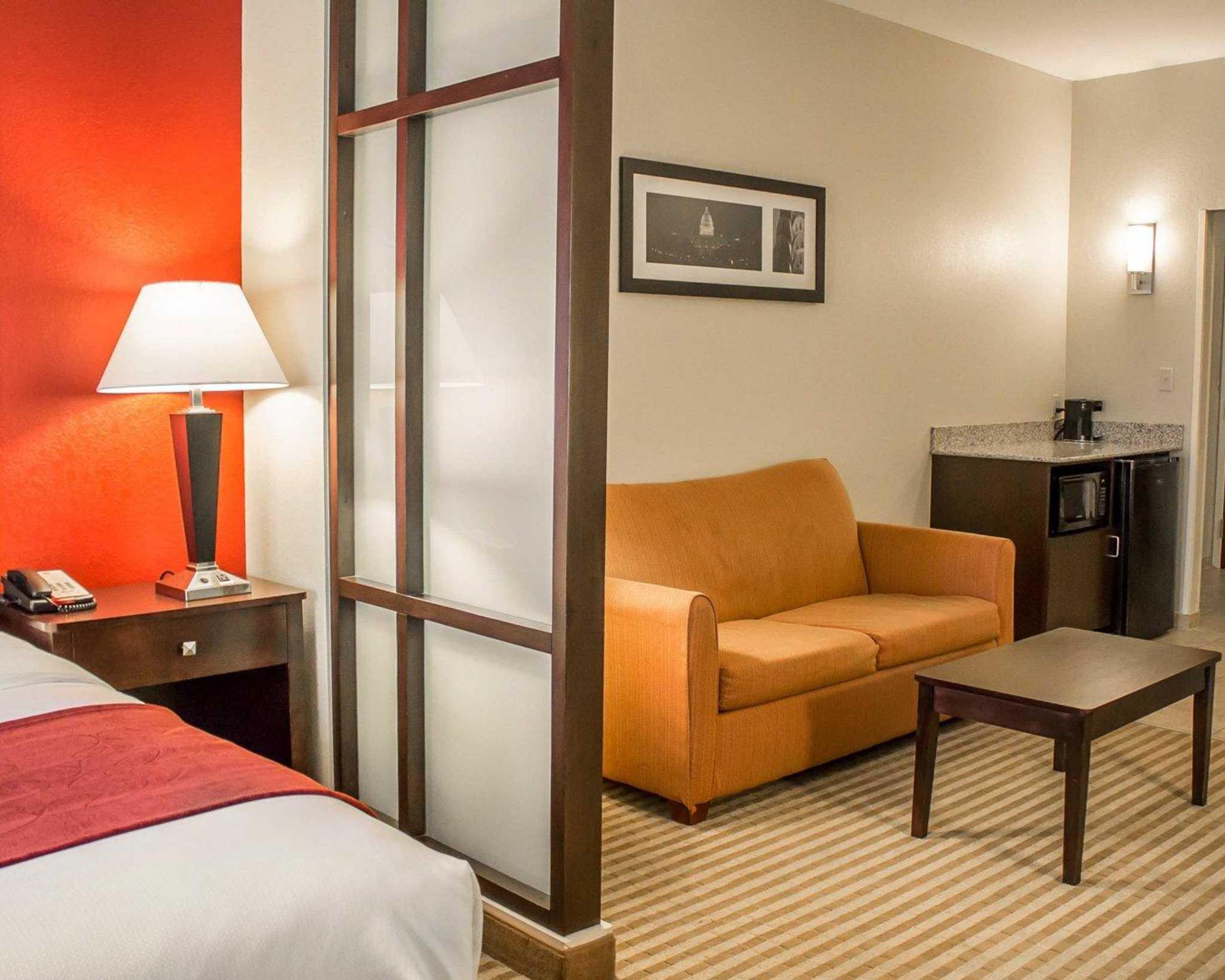 Comfort Suites East Broad at 270 image 22