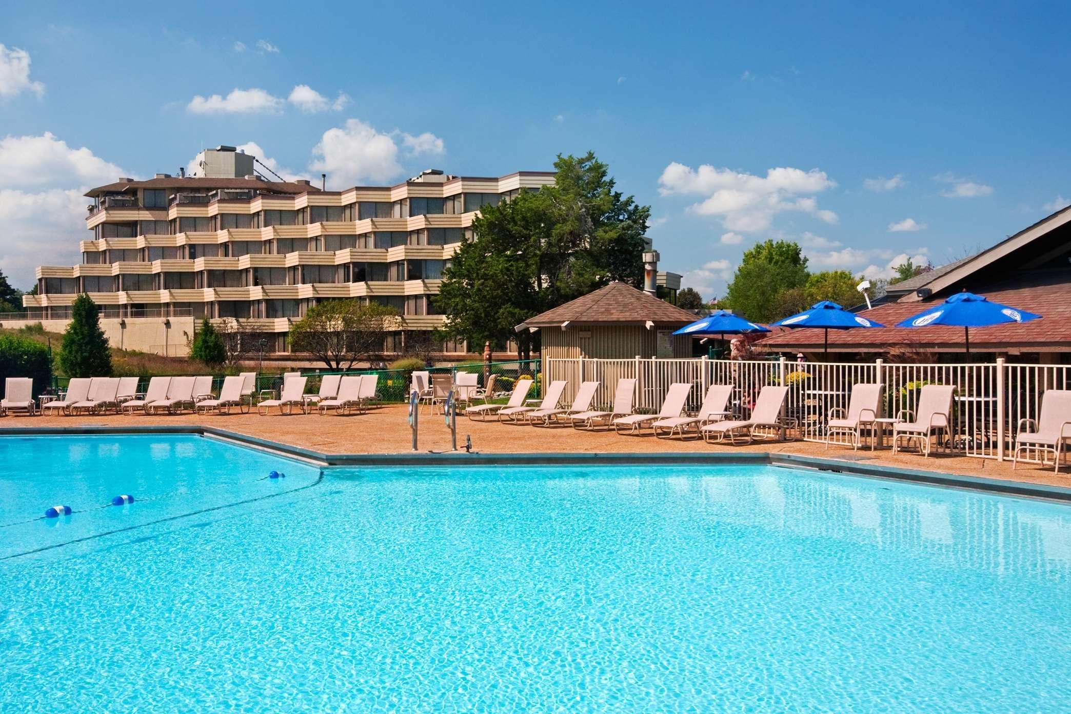 Hilton Chicago Indian Lakes image 3