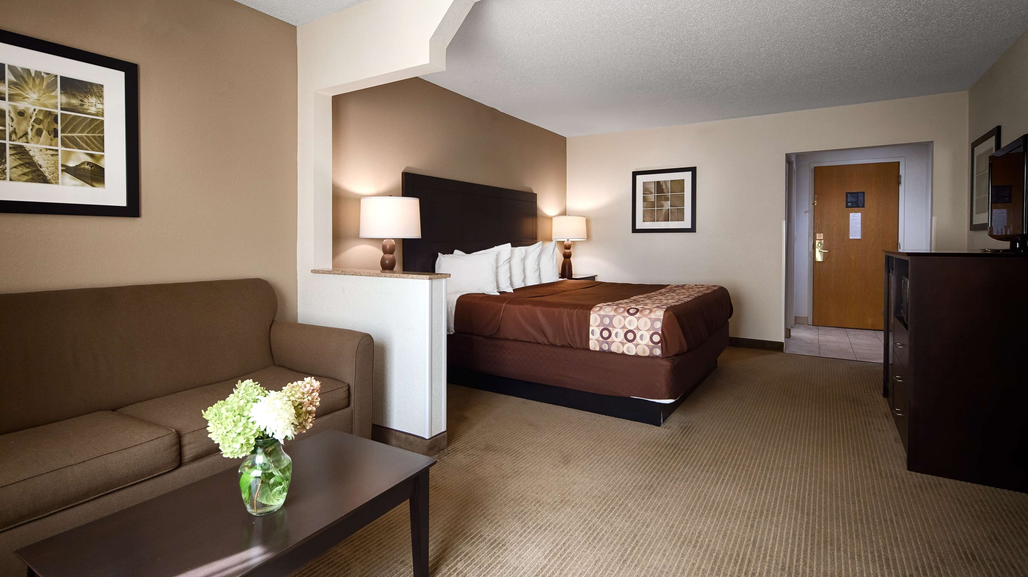 Best Western Suites image 6
