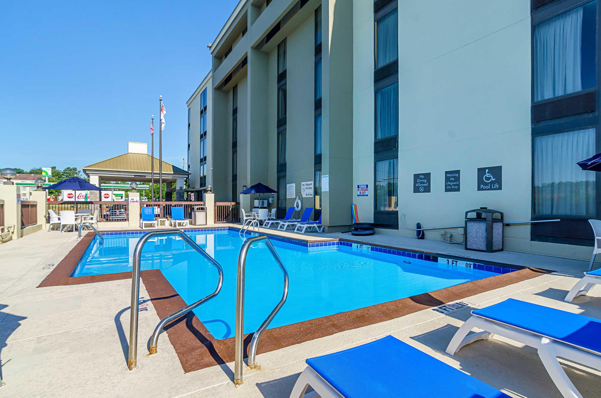 Comfort Inn & Suites Duke University-Downtown image 0