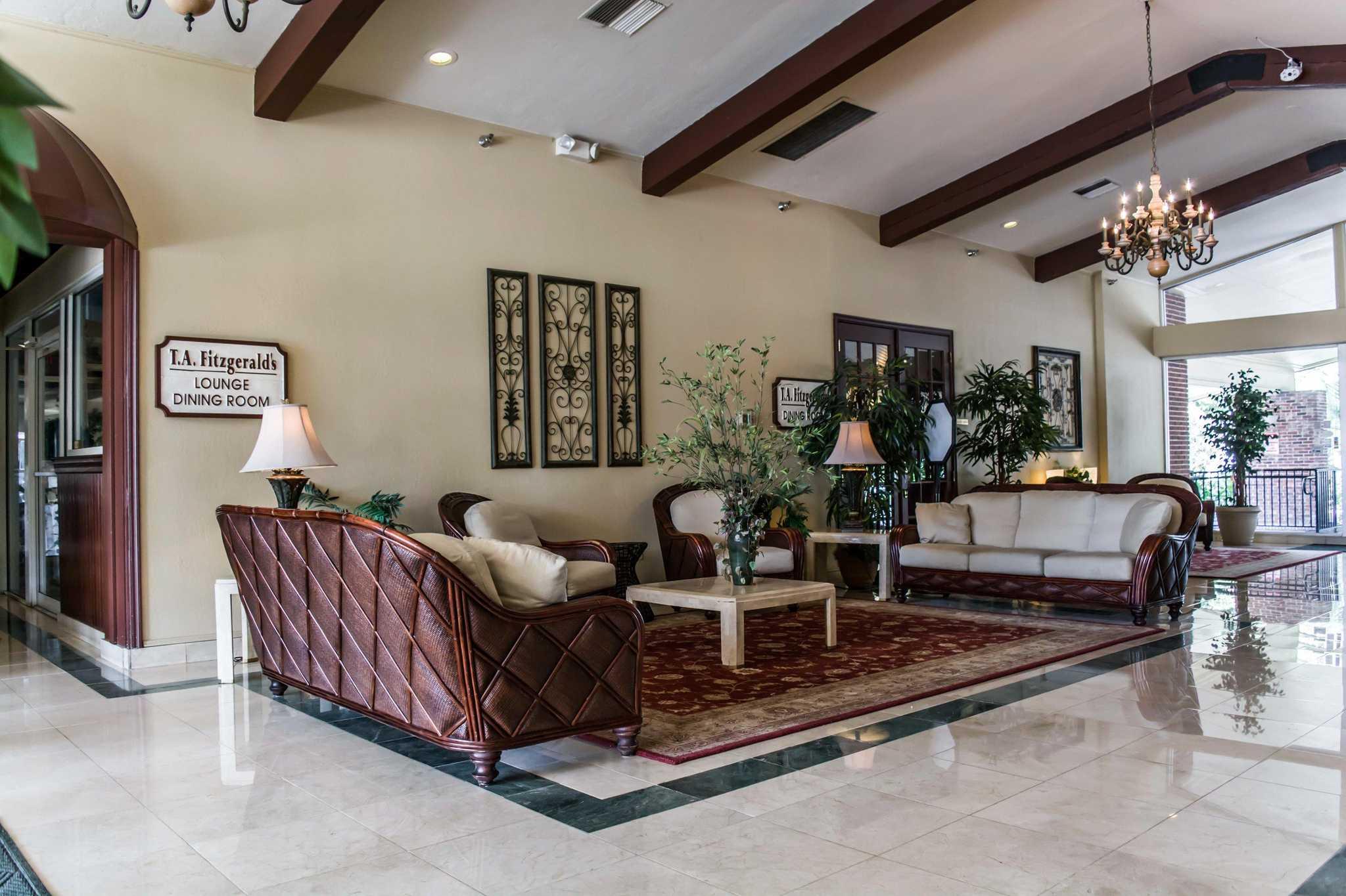 Quality Inn & Suites Golf Resort image 16