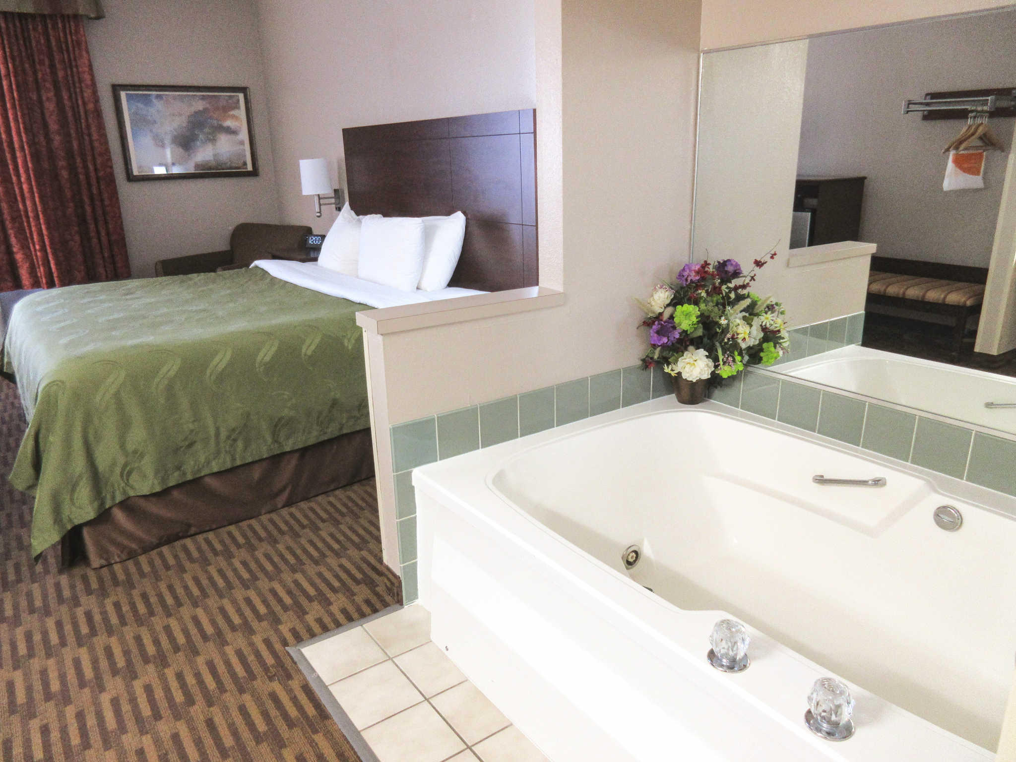 Quality Inn & Suites Lawrence - University Area image 17