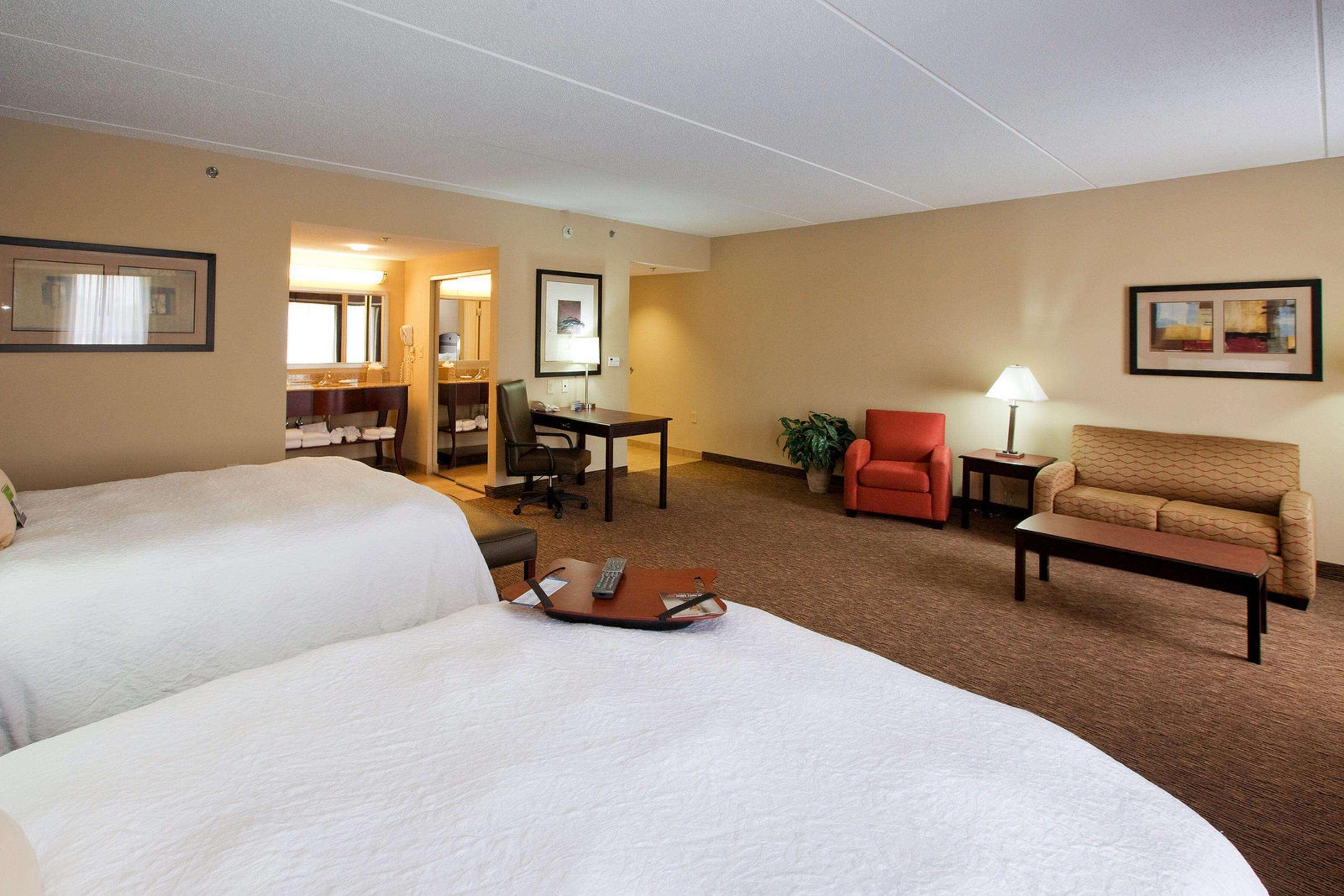 Hampton Inn & Suites Burlington image 26