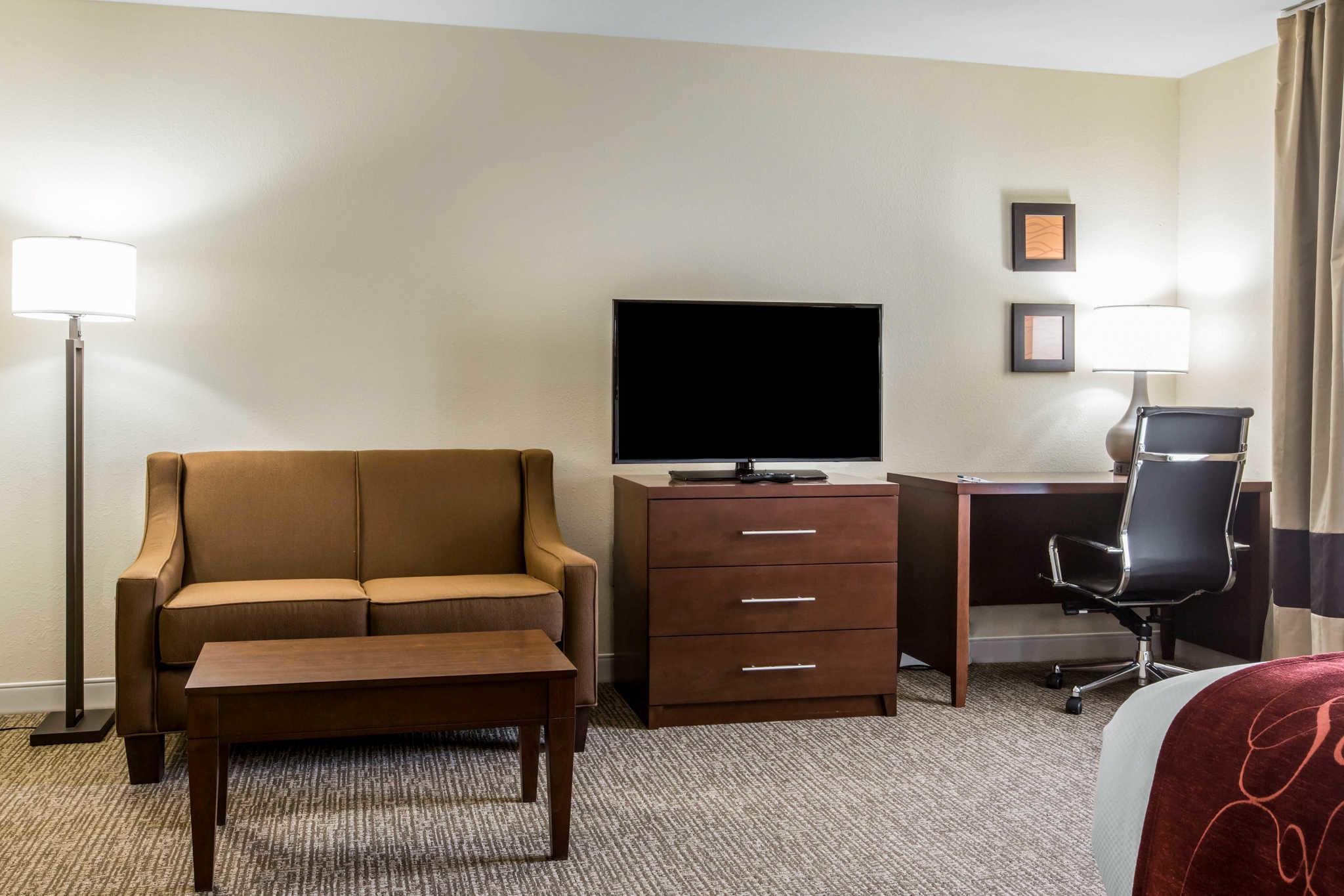 Comfort Inn & Suites West image 12