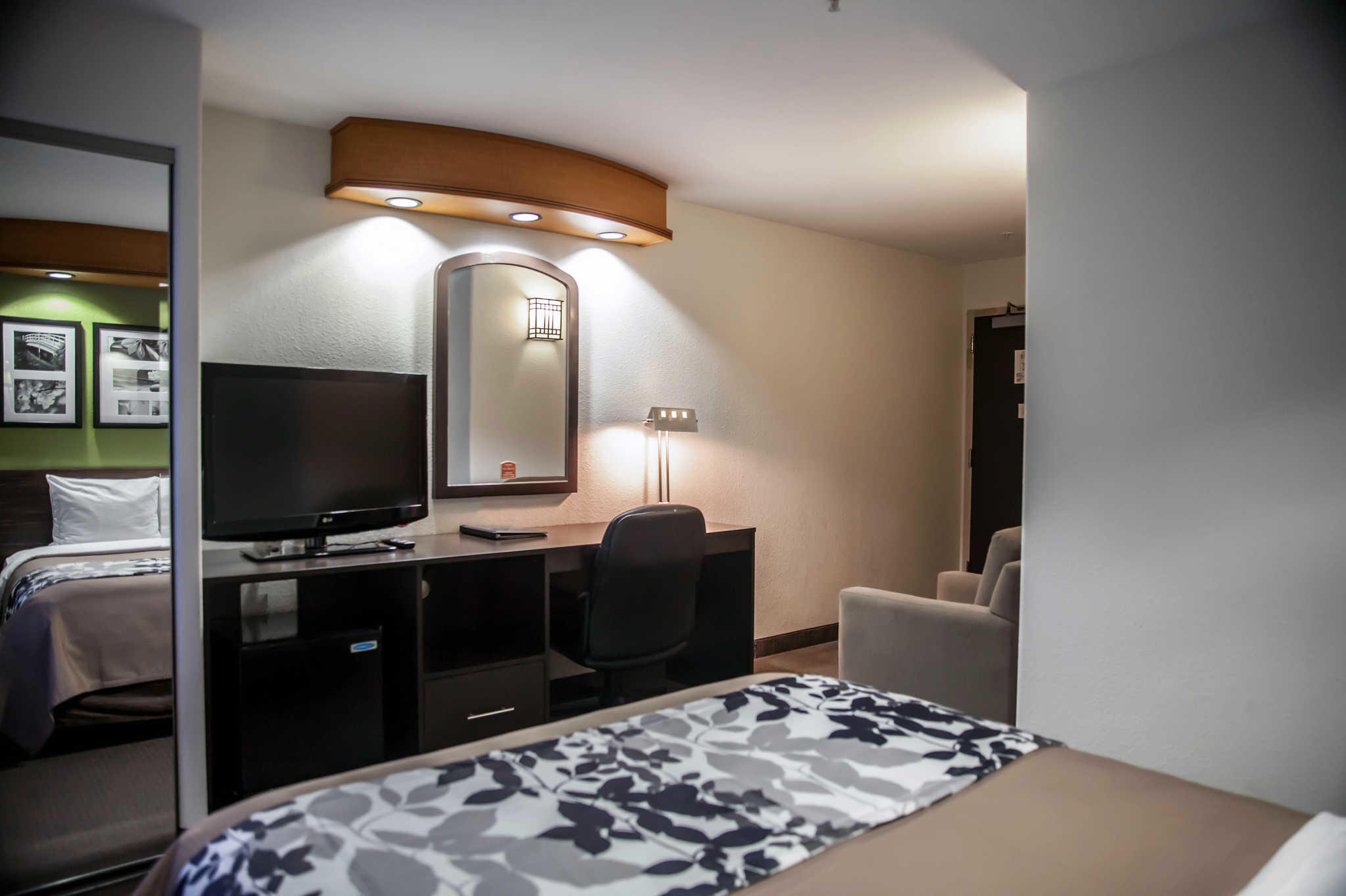 Sleep Inn & Suites image 8