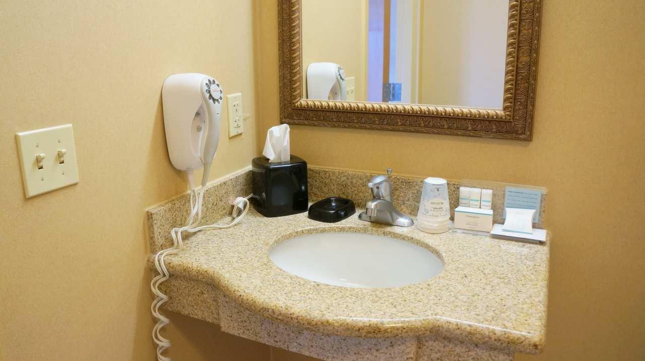 Hampton Inn & Suites Kingman image 20