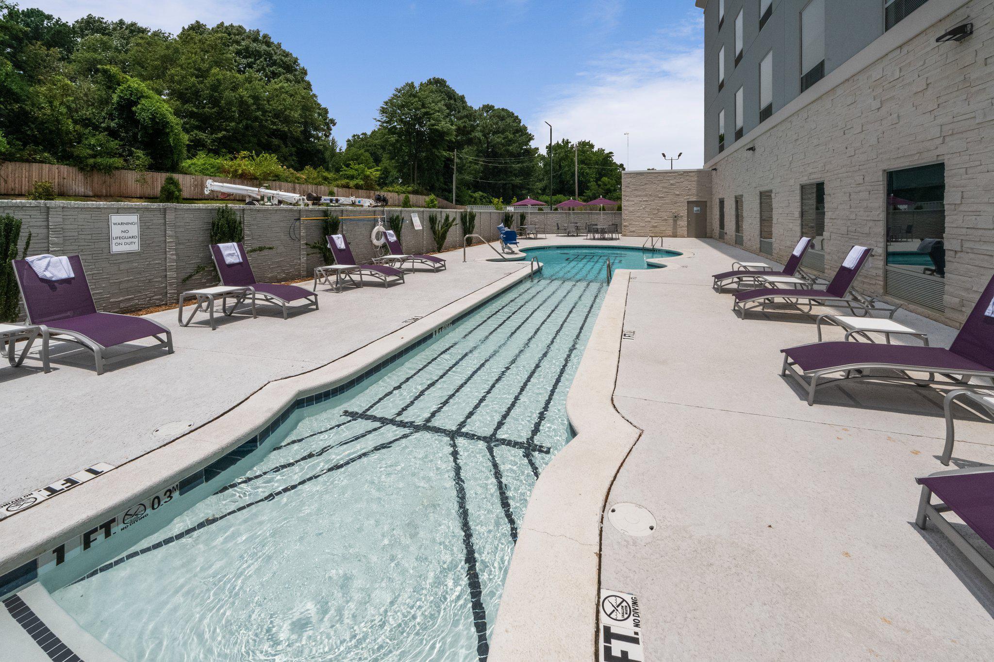 Holiday Inn Express & Suites Memphis Arpt Elvis Presley Blvd, an IHG Hotel