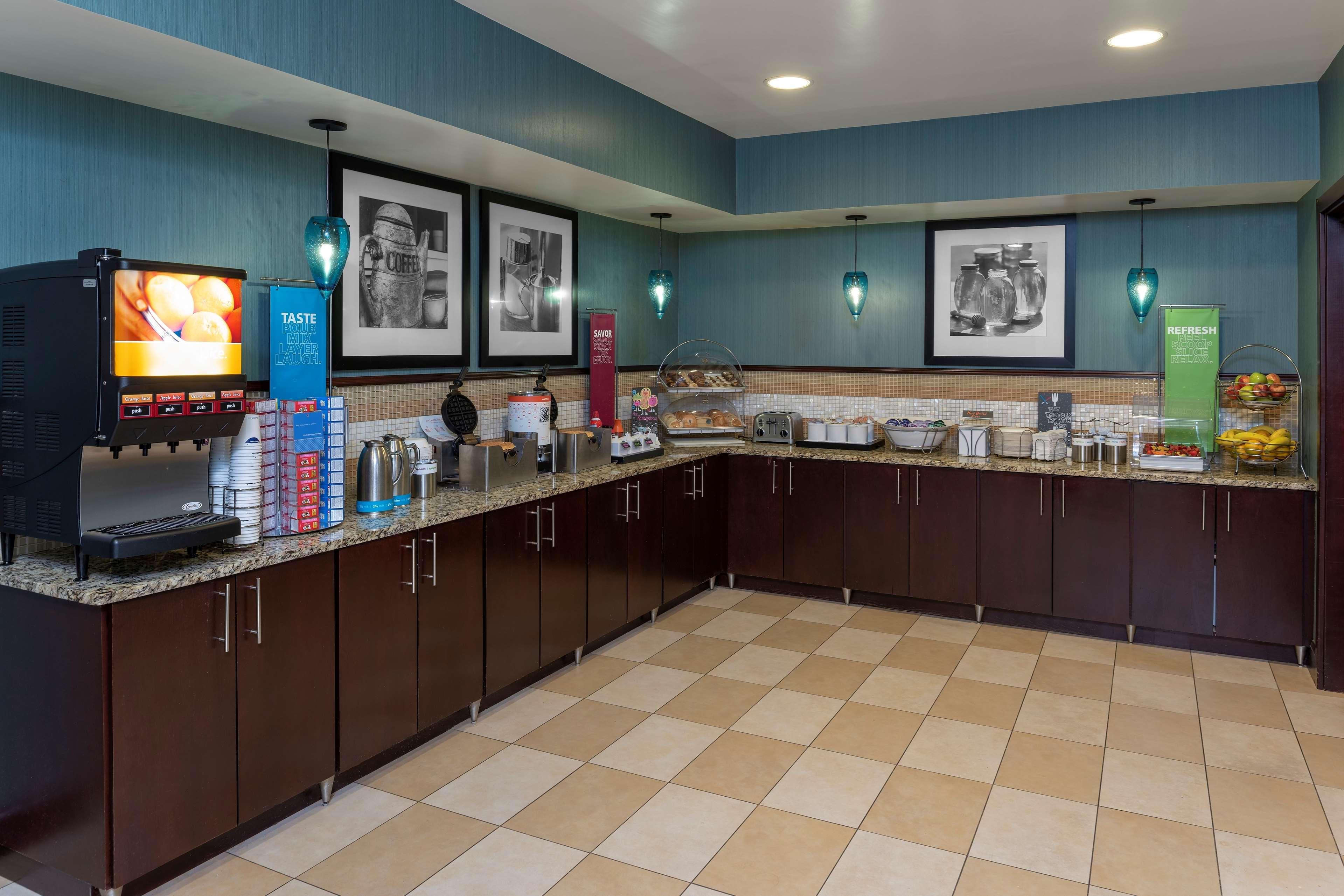 Hampton Inn East Lansing image 9