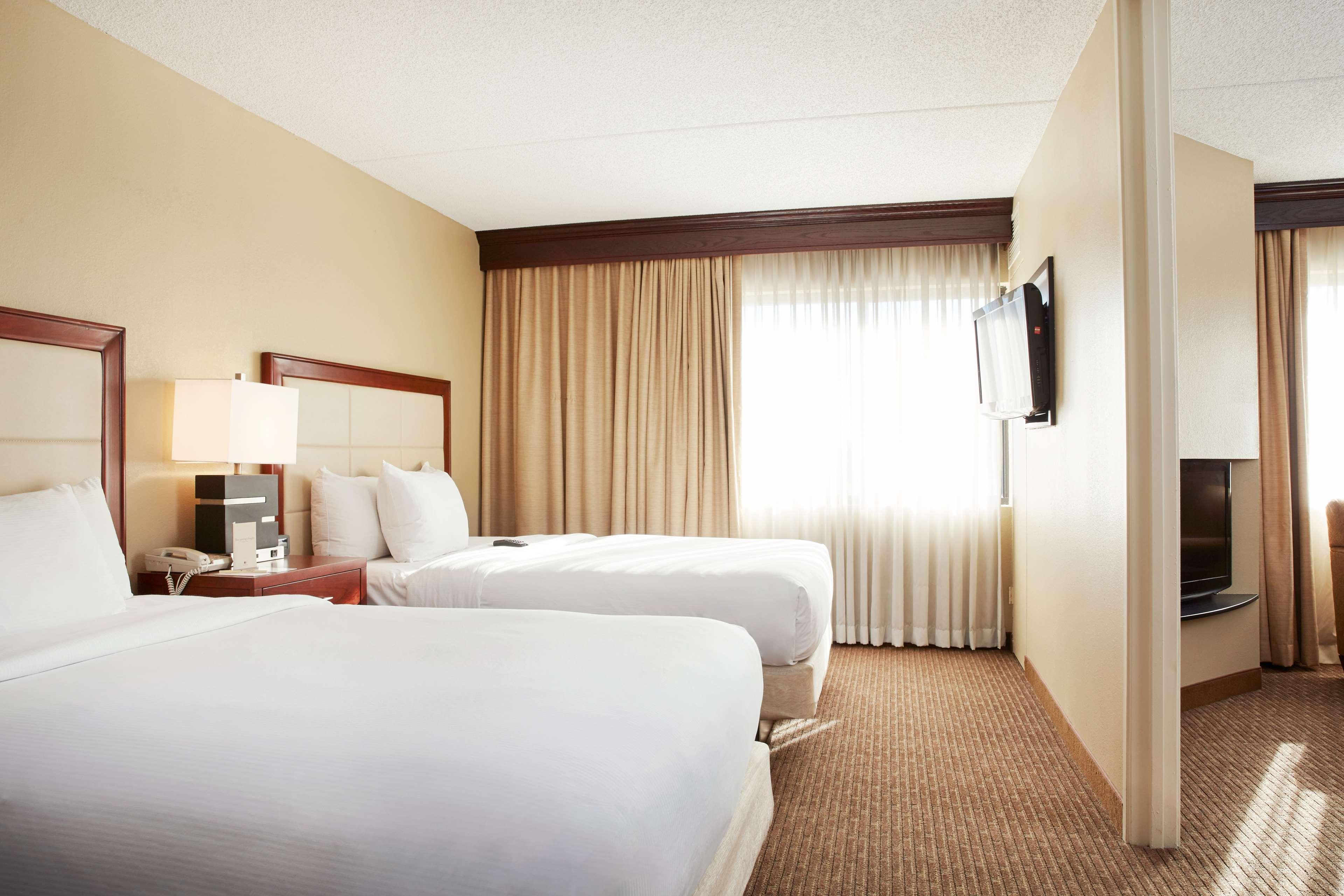 DoubleTree Suites by Hilton Hotel Cincinnati - Blue Ash image 14