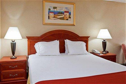 Holiday Inn Express Orange Beach-On The Beach image 1
