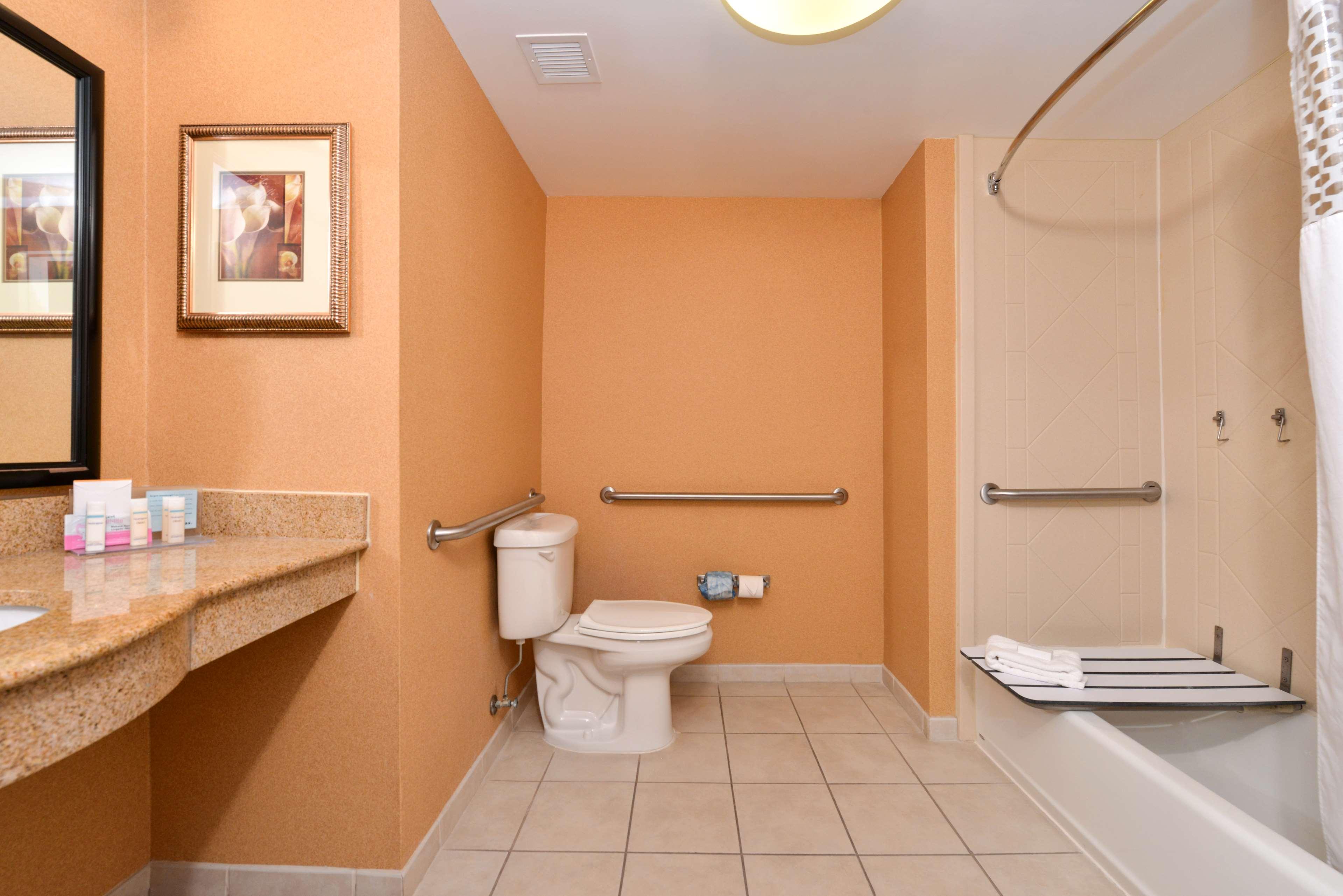 Hampton Inn & Suites Fredericksburg South image 30