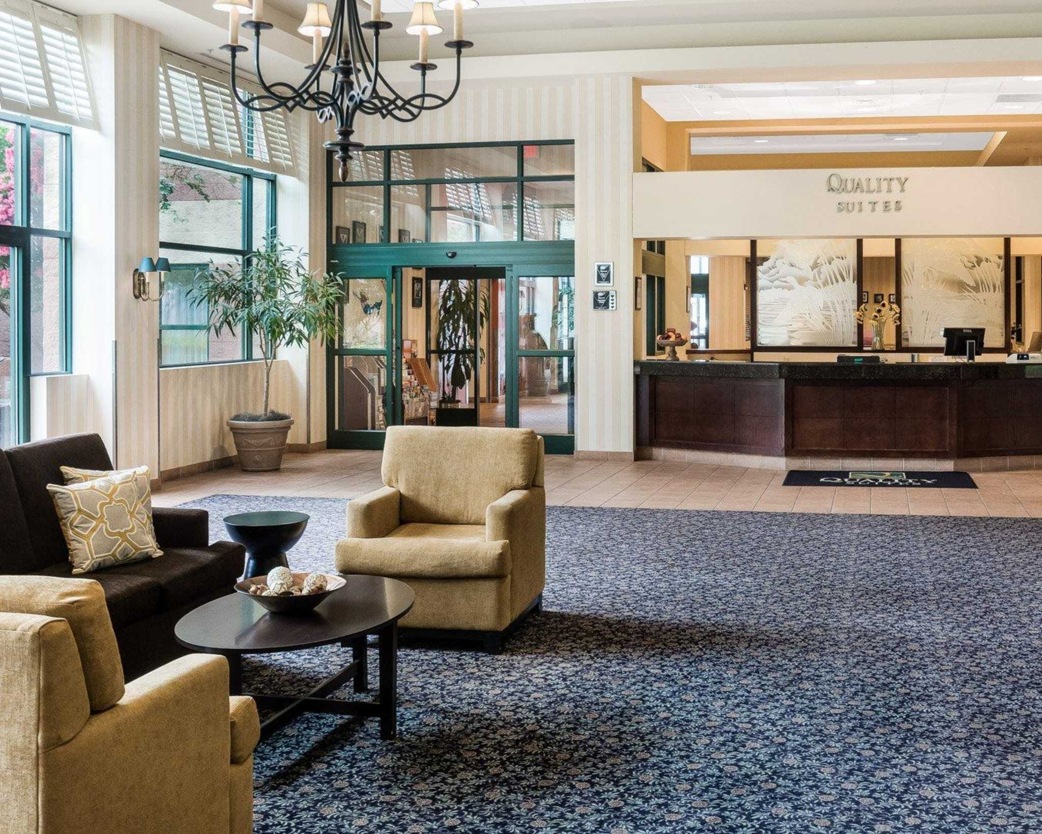 Quality Suites Lake Wright - Norfolk Airport image 2