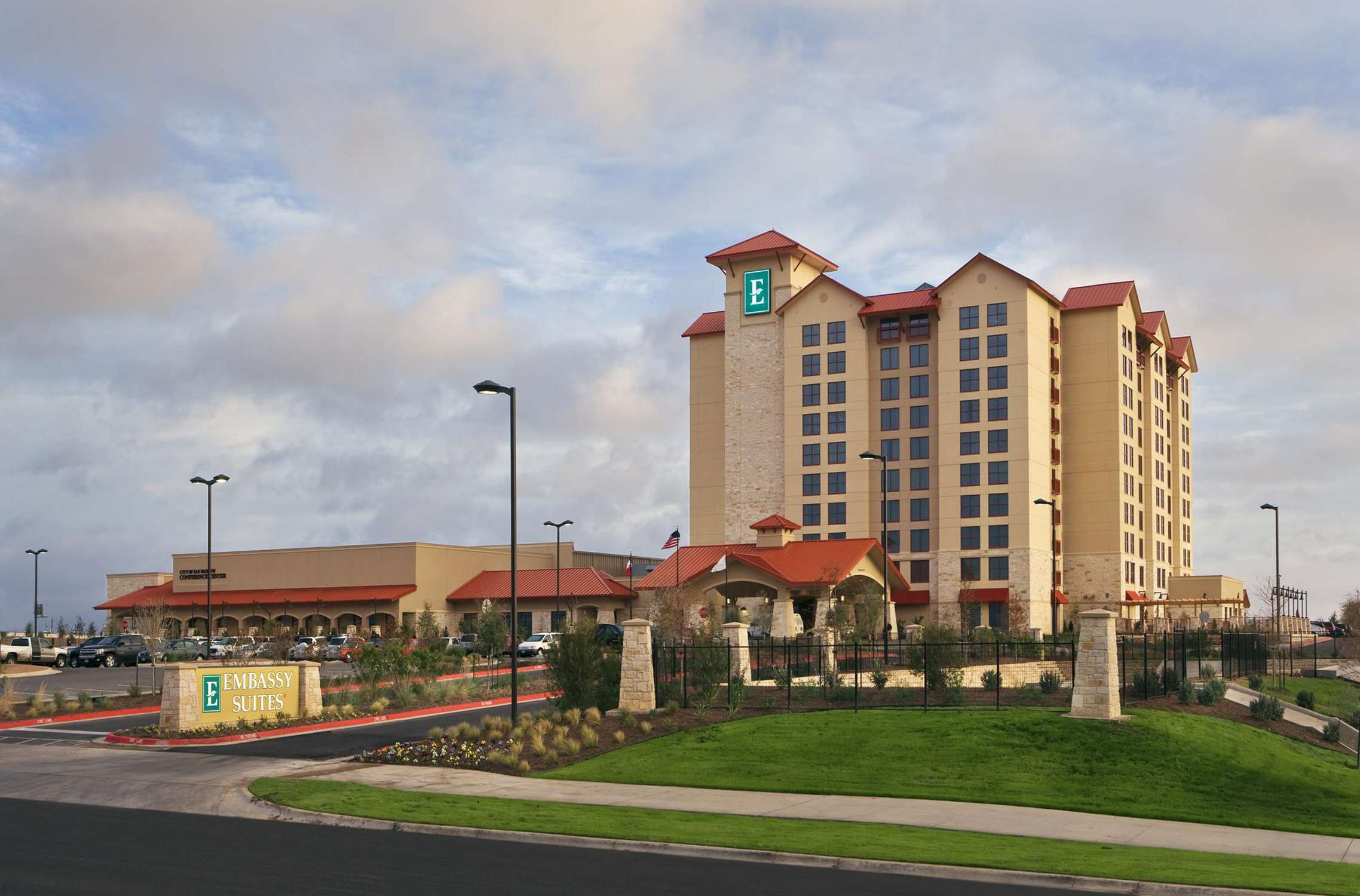 Embassy Suites by Hilton San Marcos Hotel Conference Center & Spa image 1