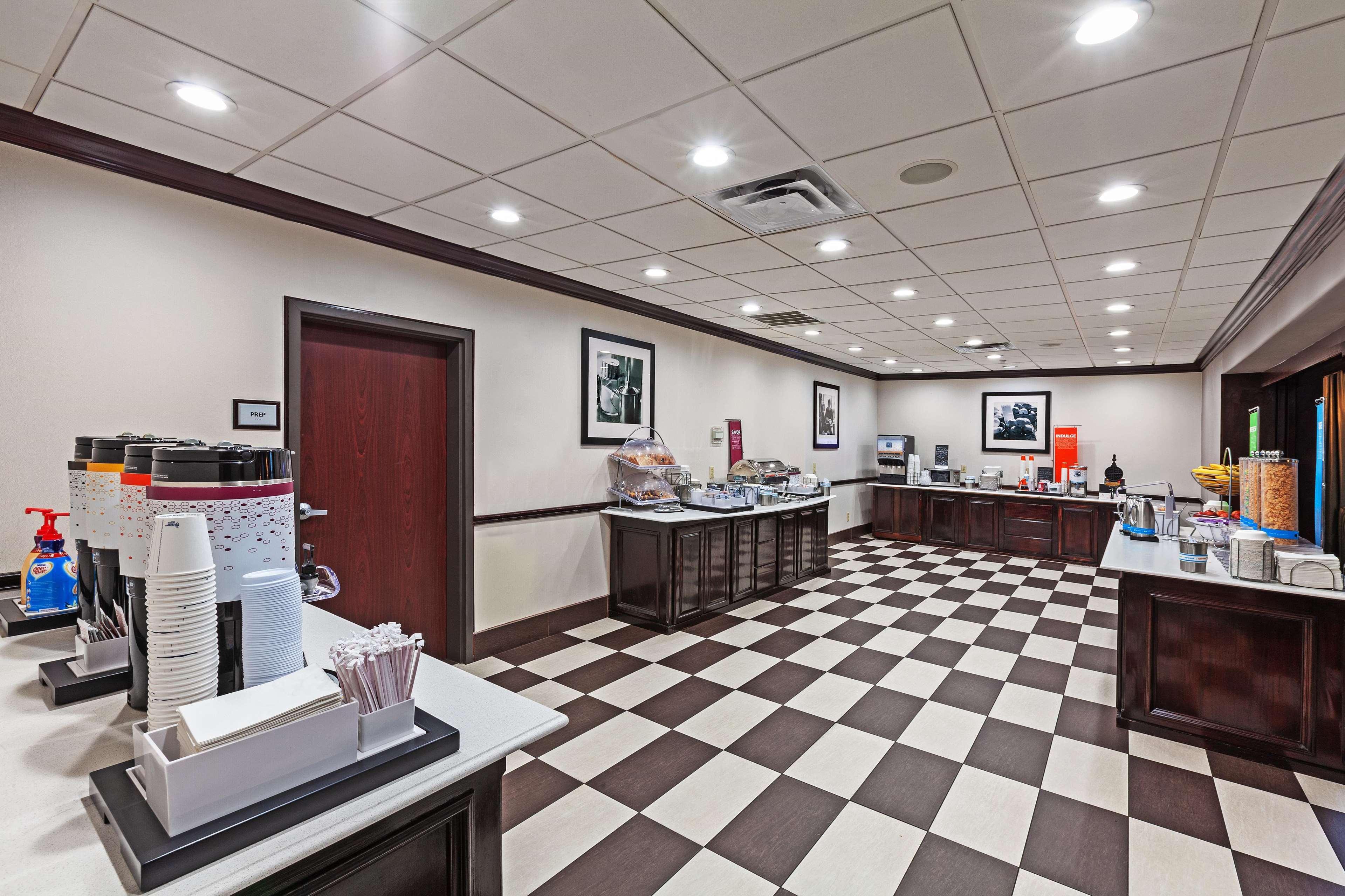 Hampton Inn & Suites Galveston image 15