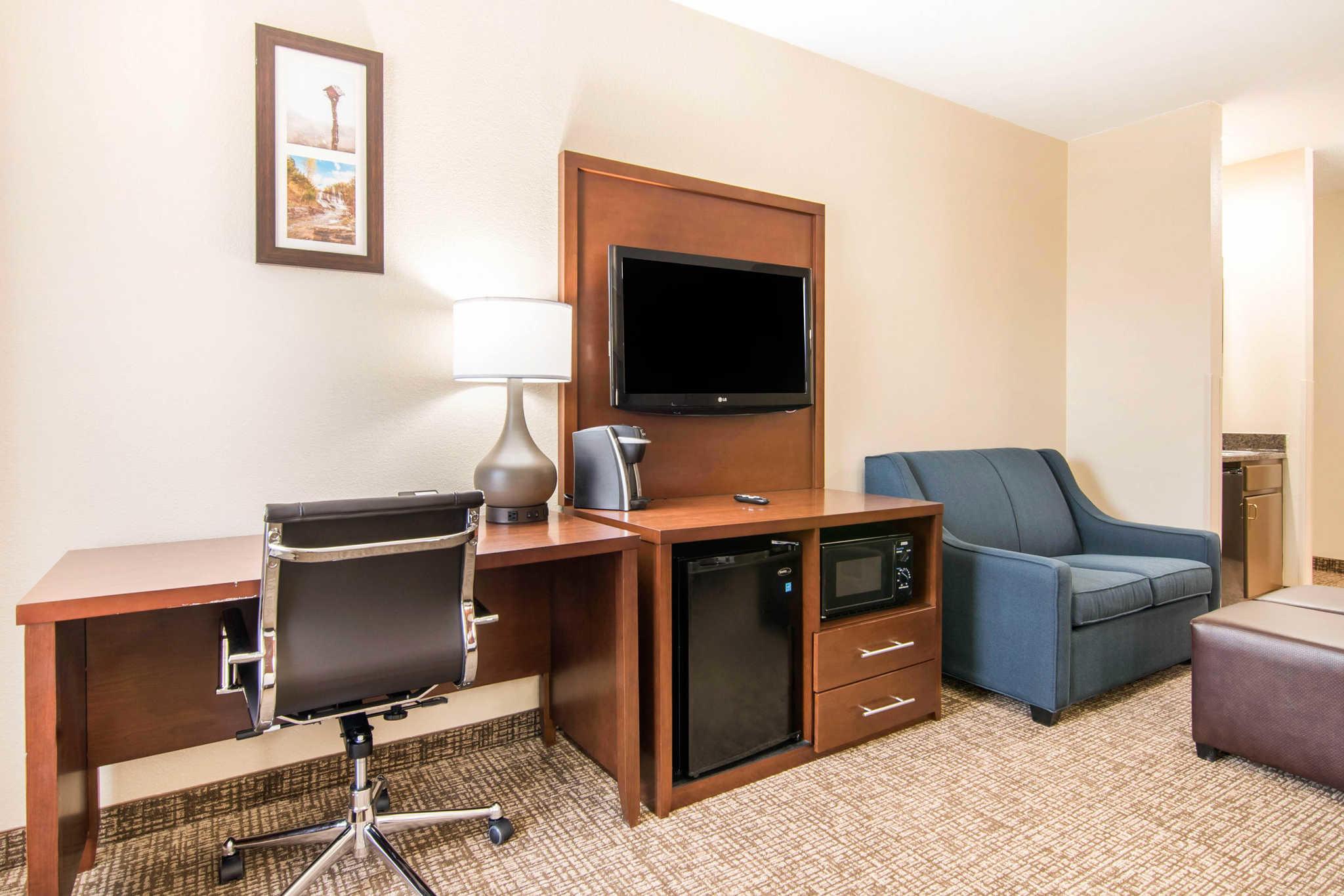 Comfort Inn & Suites Junction City - near Fort Riley image 25