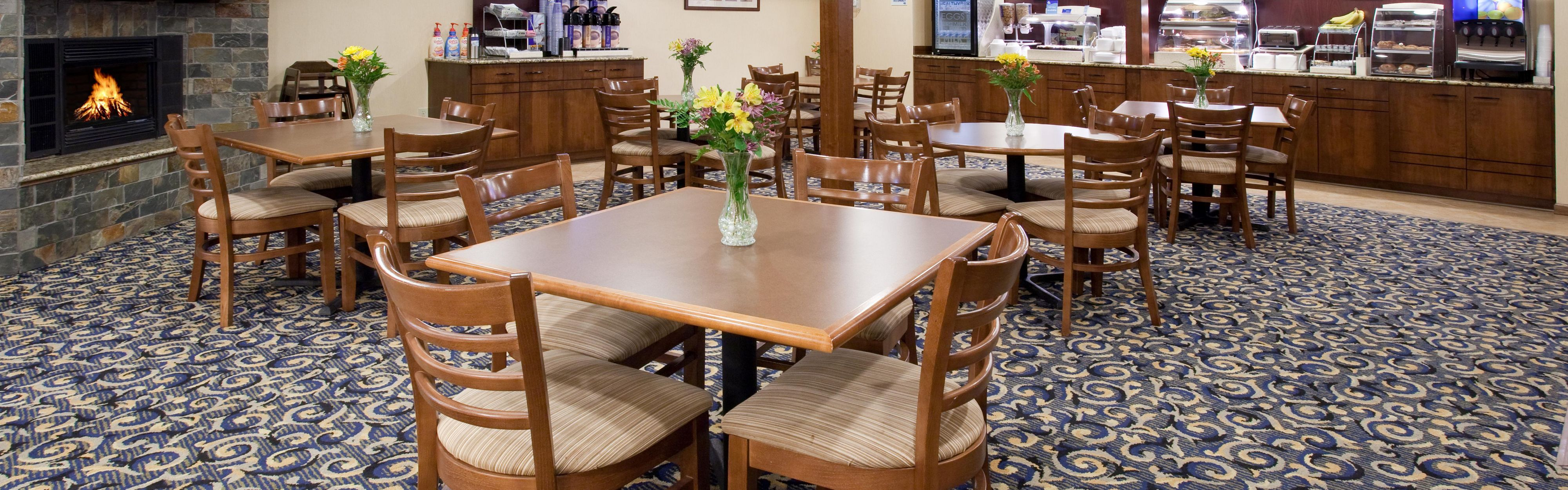 Holiday Inn Express & Suites Scottsbluff-Gering image 3