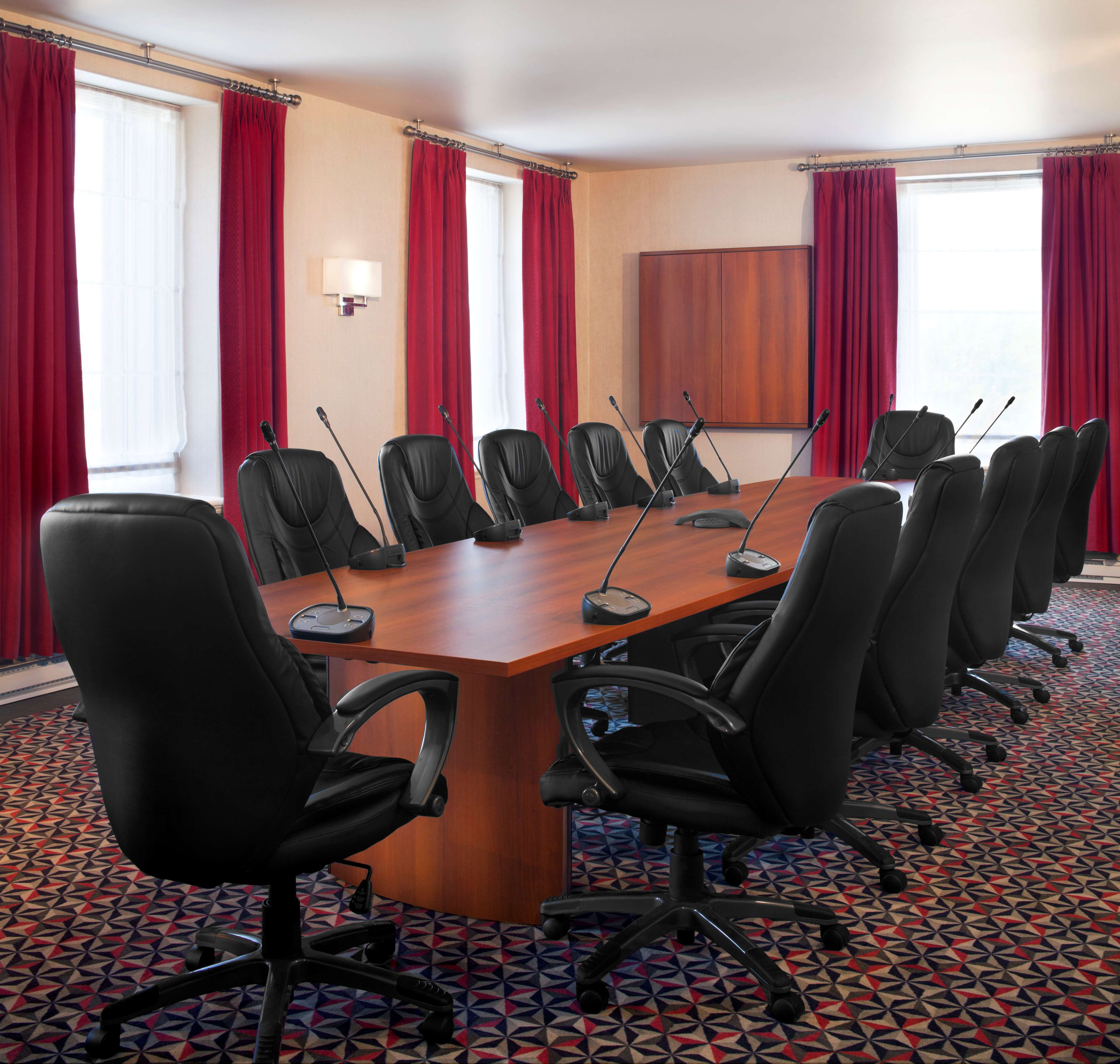 Four Points by Sheraton Hotel & Conference Centre Gatineau-Ottawa à Gatineau: Executive Boardroom