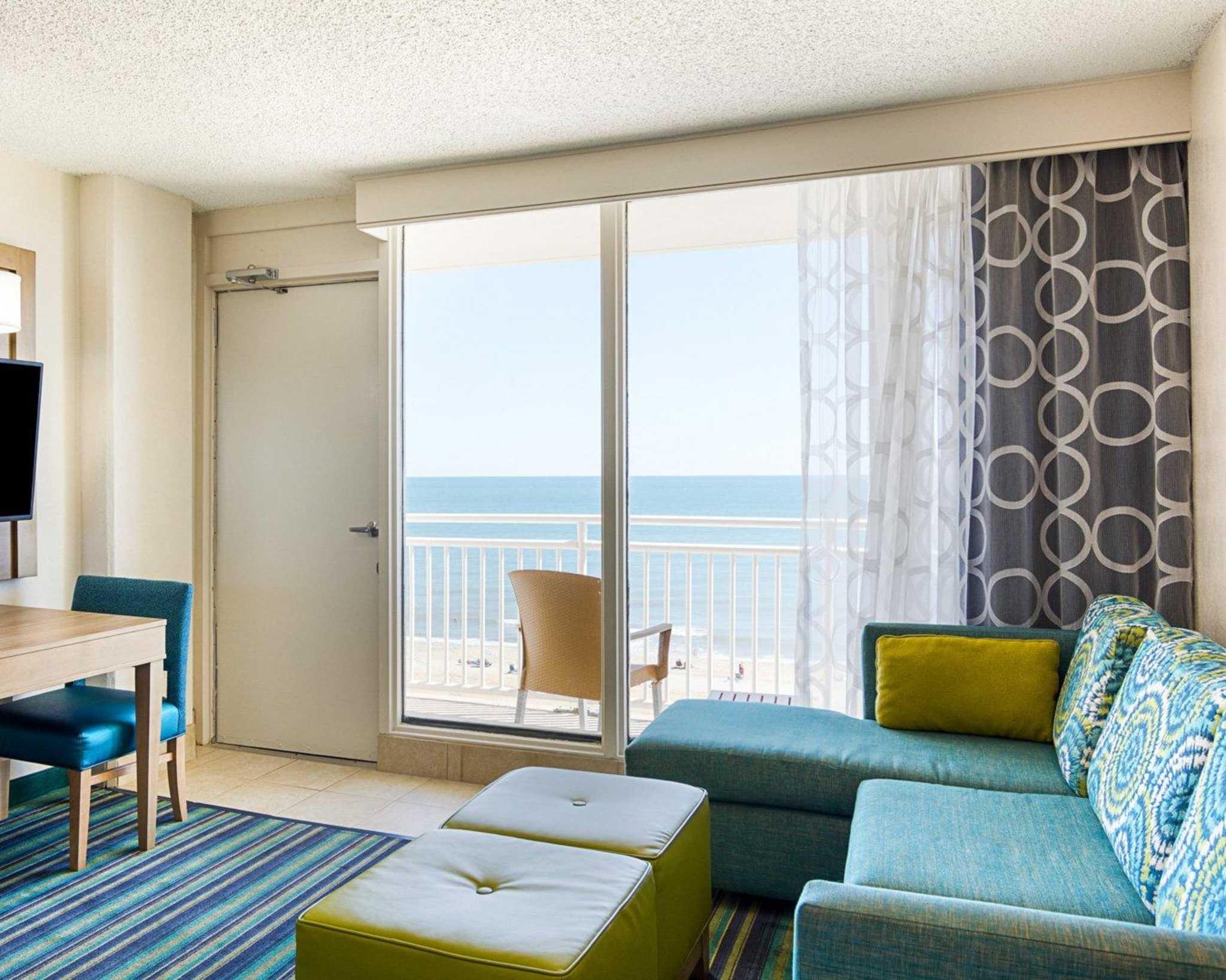 Comfort Suites Beachfront image 0